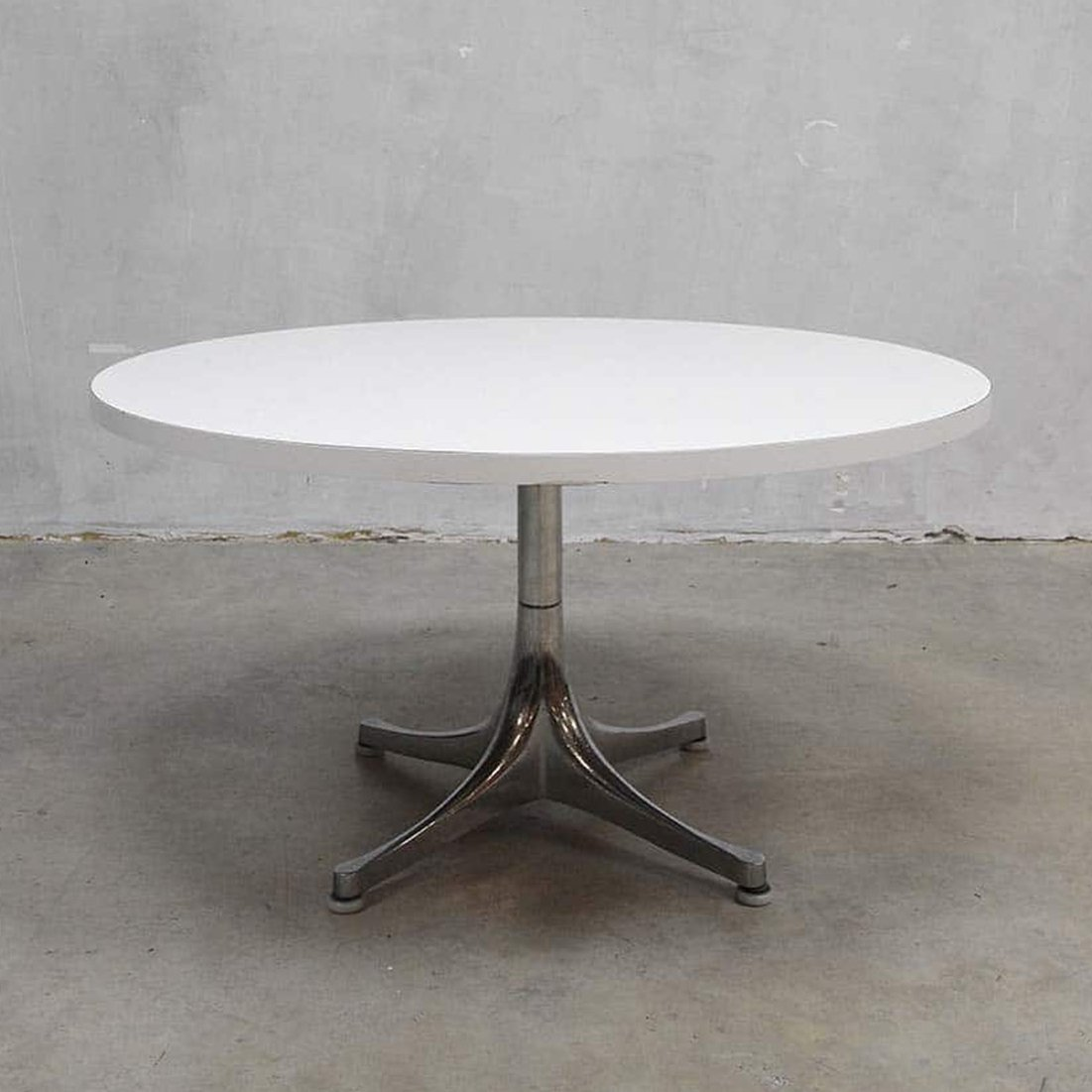 Coffee table by charles ray eames for herman miller for Table charles eames