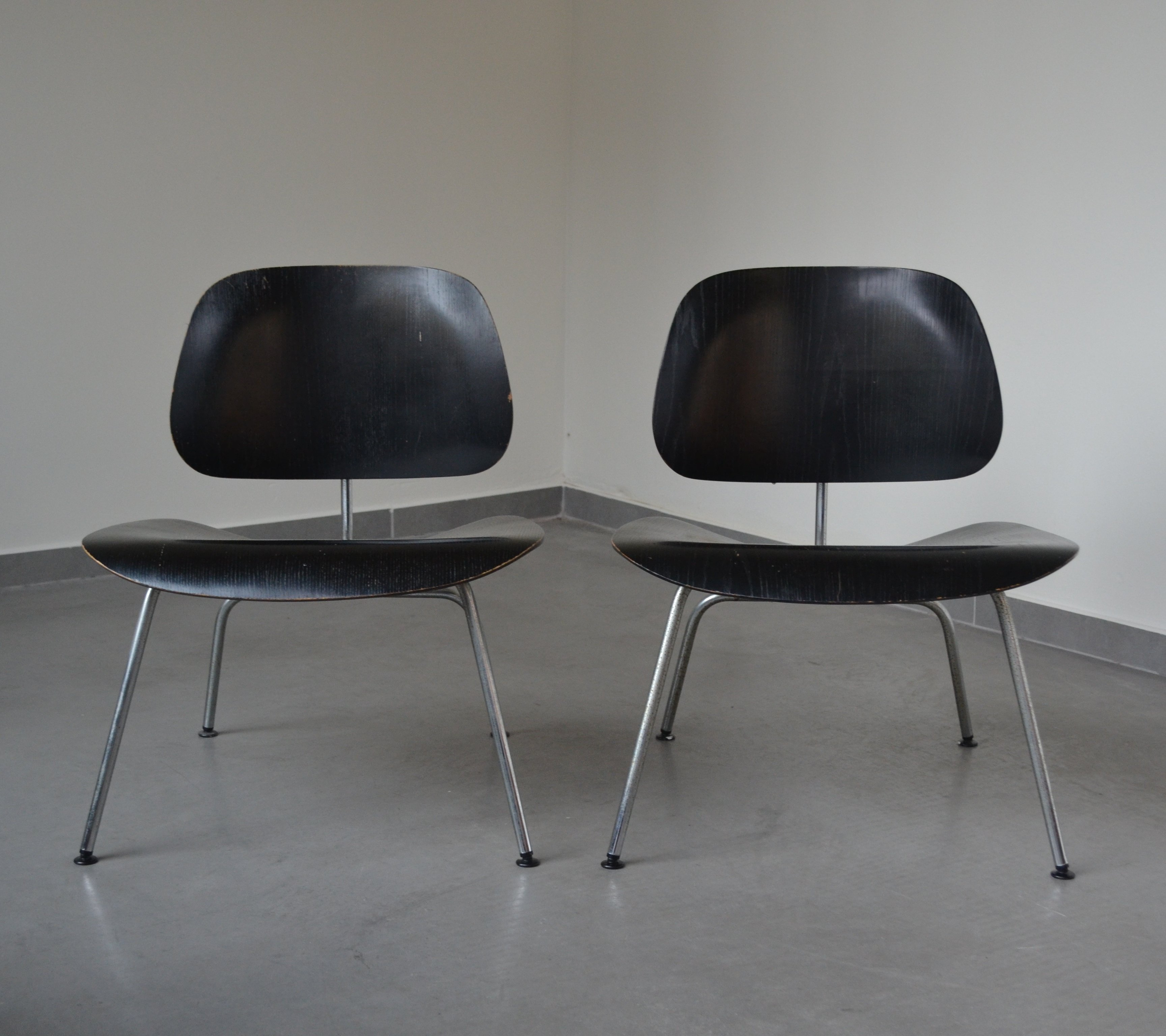 2 x lcm lounge chair by charles ray eames for herman. Black Bedroom Furniture Sets. Home Design Ideas