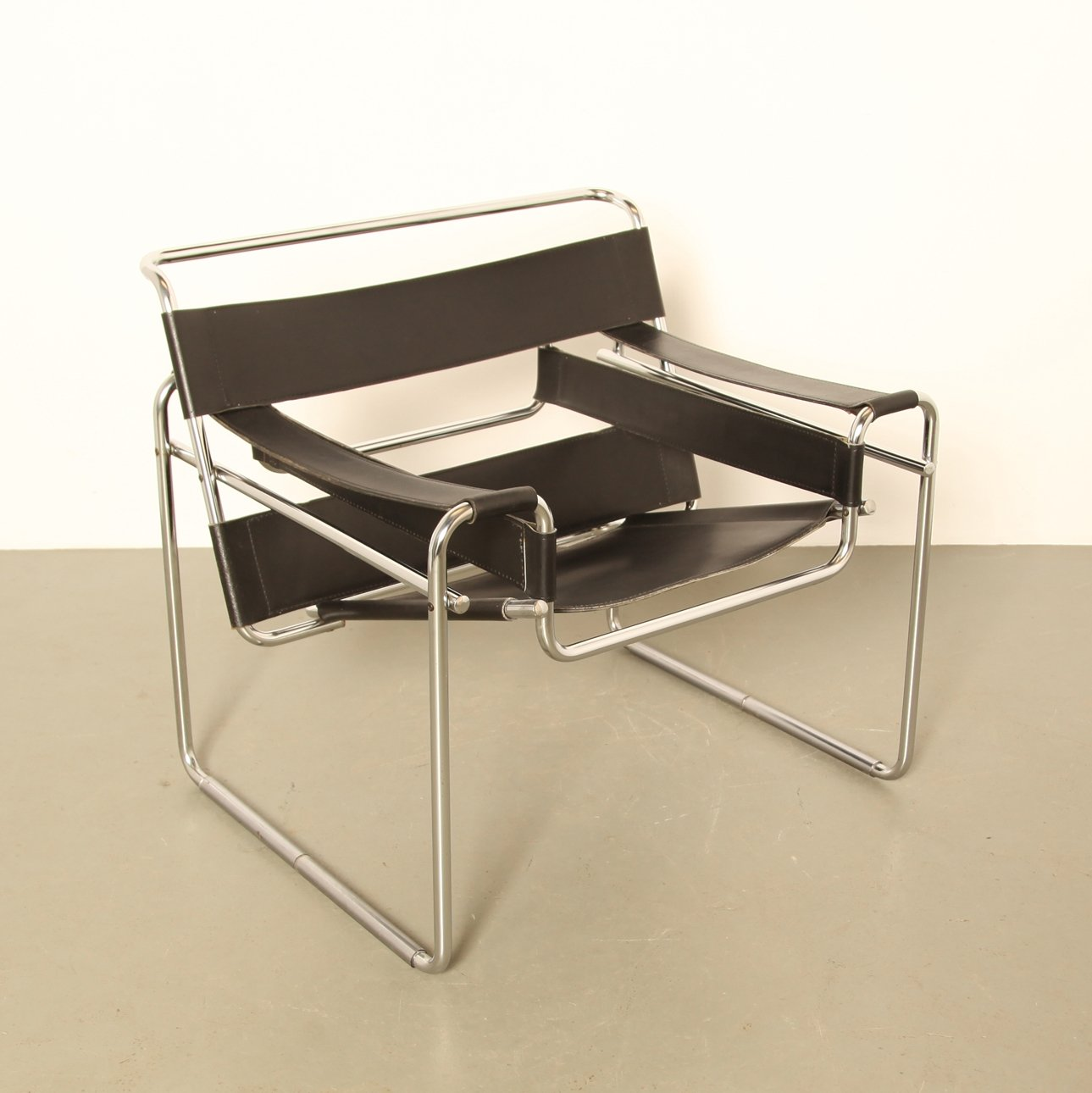 wassily chair by marcel breuer 71043. Black Bedroom Furniture Sets. Home Design Ideas