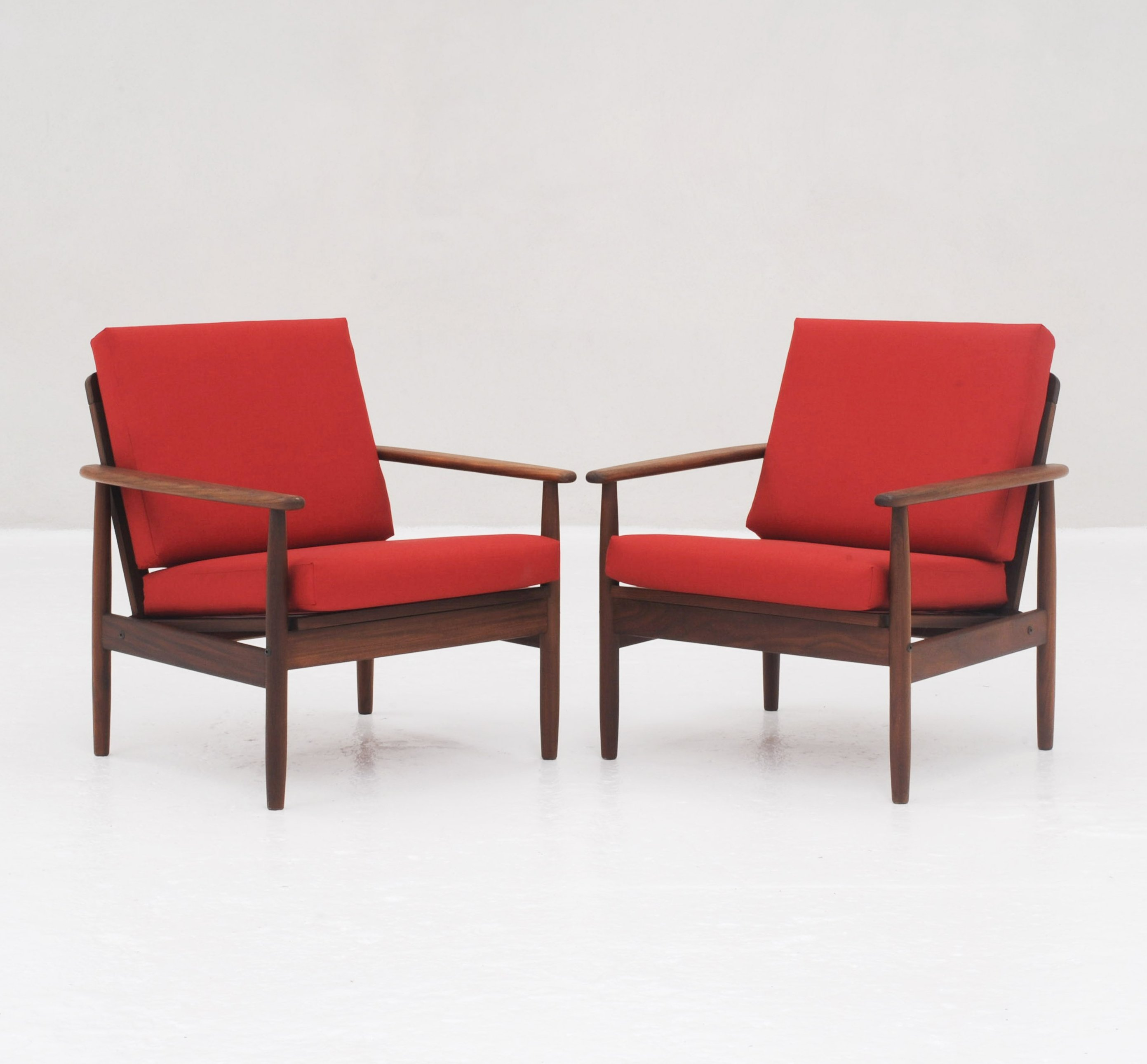 Set of easy chairs in teak red upholstery dutch design for Dutch design chair karton