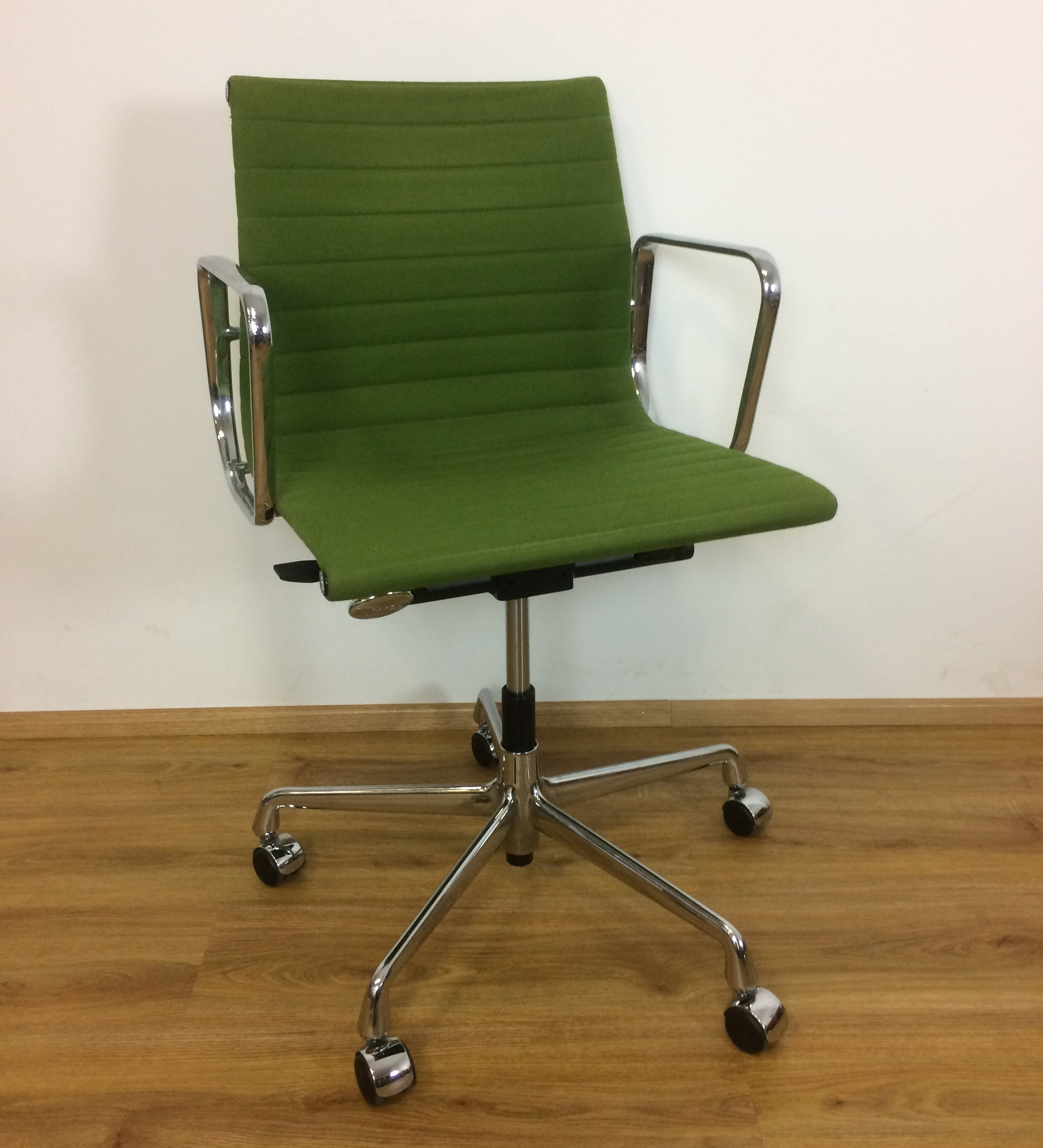 Ea117 Office Chair By Charles Ray Eames For Herman Miller 1970s 73424