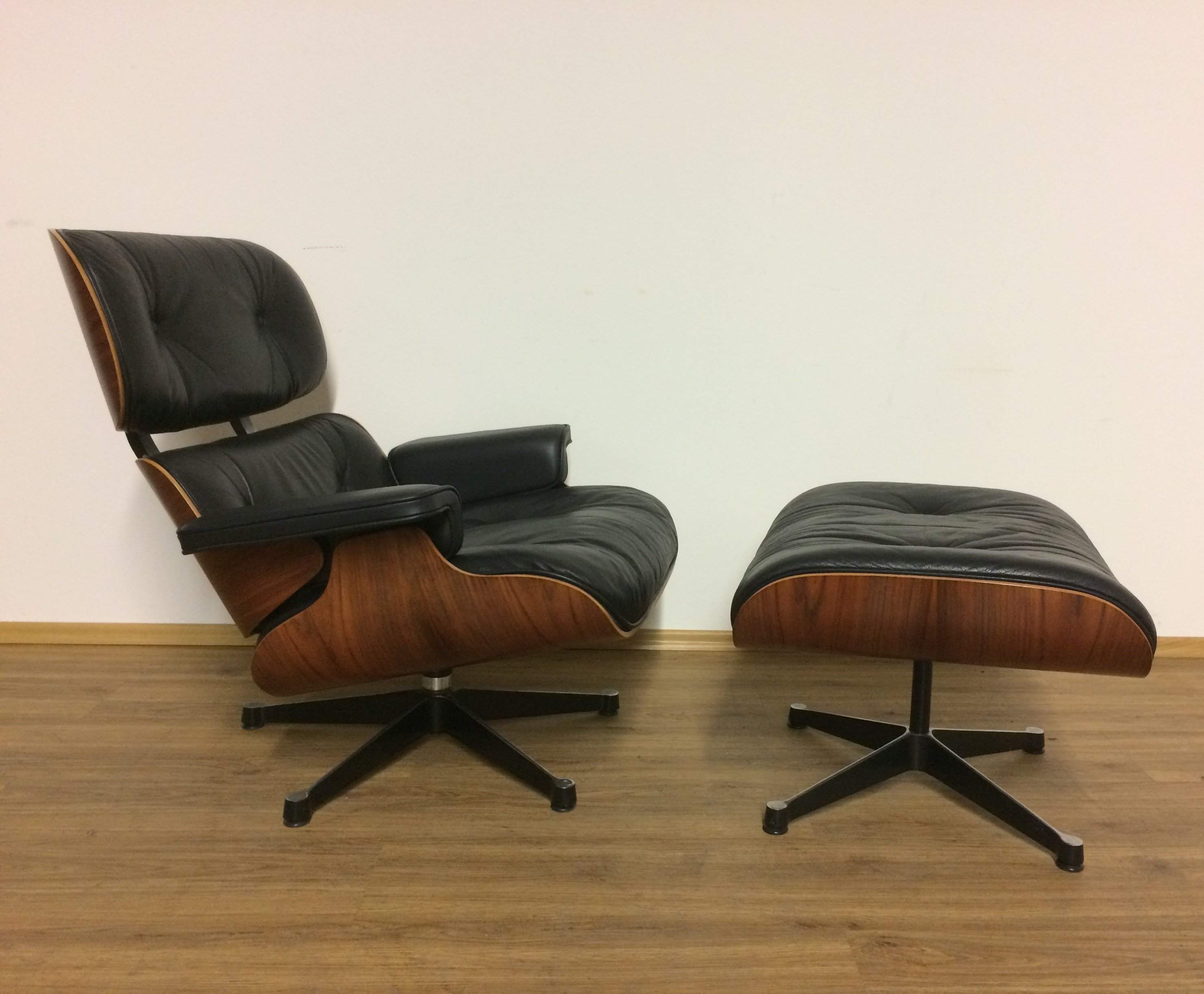 charles eames lounge chair 1980s 74093. Black Bedroom Furniture Sets. Home Design Ideas