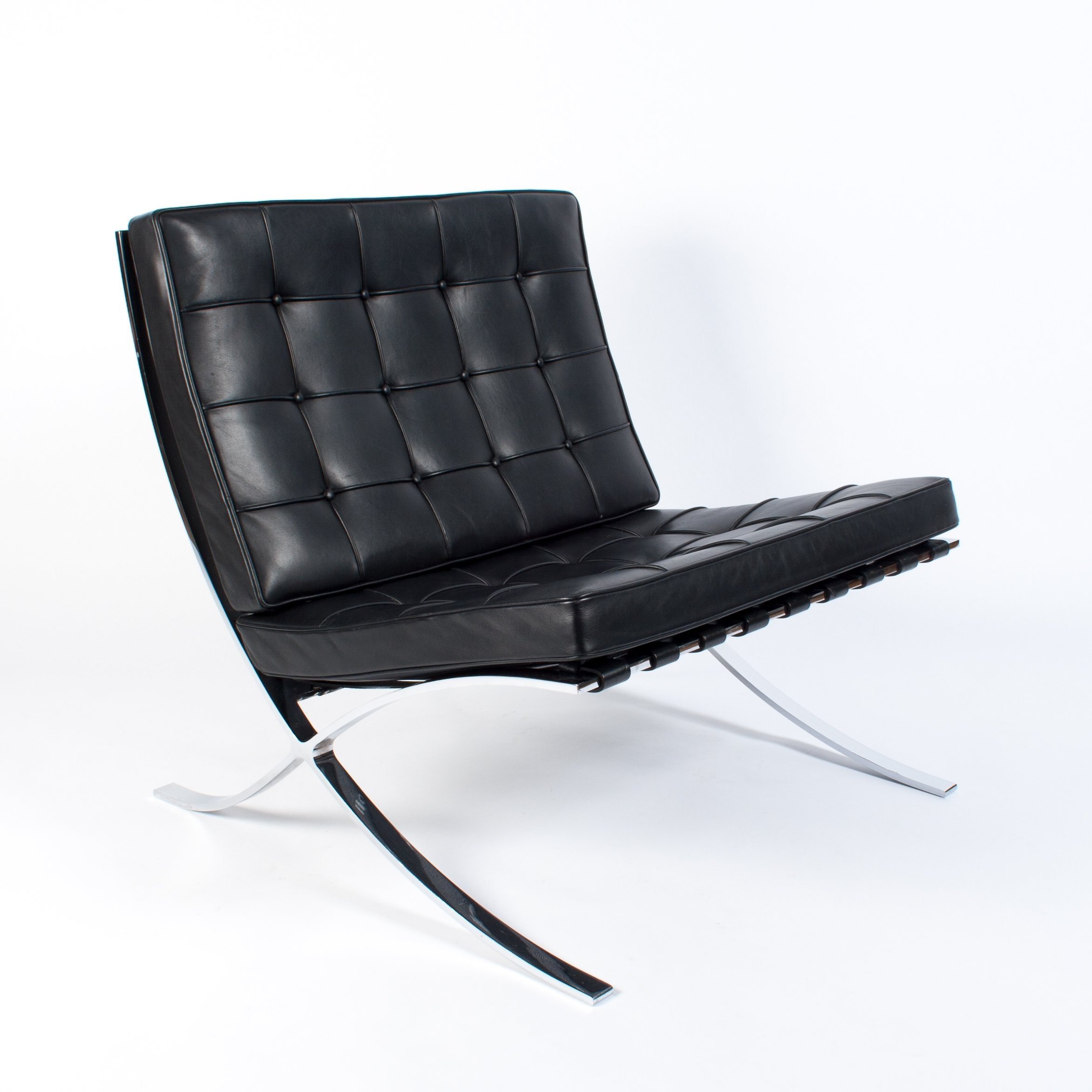 black leather barcelona lounge chair by ludwig mies van der rohe for knoll 1997 76116. Black Bedroom Furniture Sets. Home Design Ideas