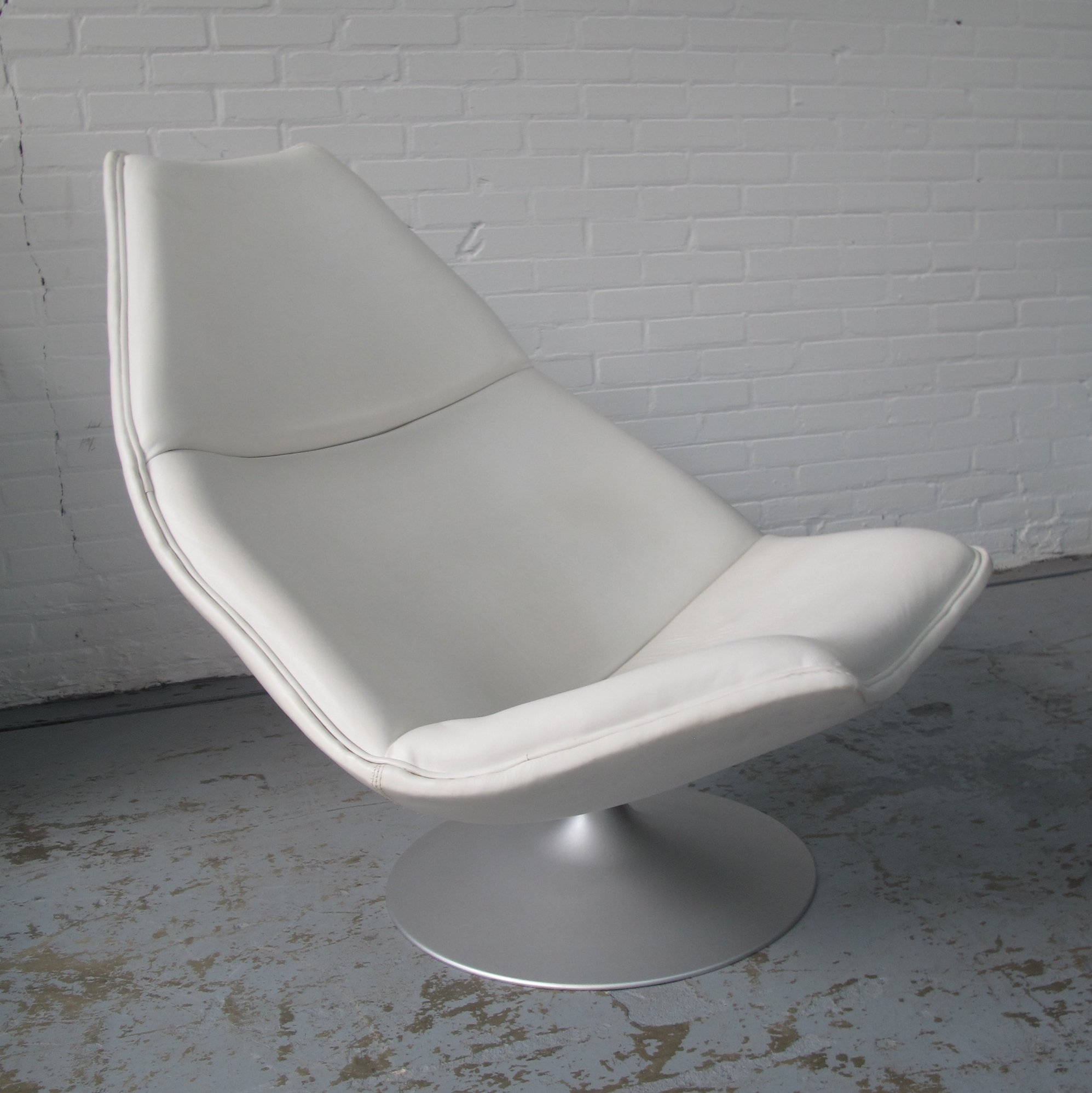 Charming F511 White Leather Lounge Chair By Geoffrey Harcourt For Artifort, 1970s