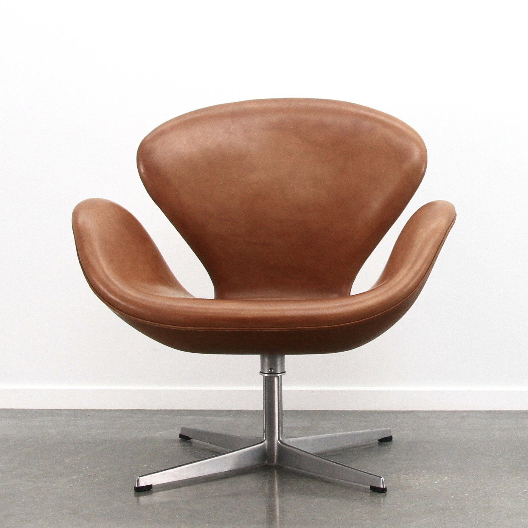 Cognac Leather Swan Chair By Arne Jacobsen For Fritz Hansen 1970s