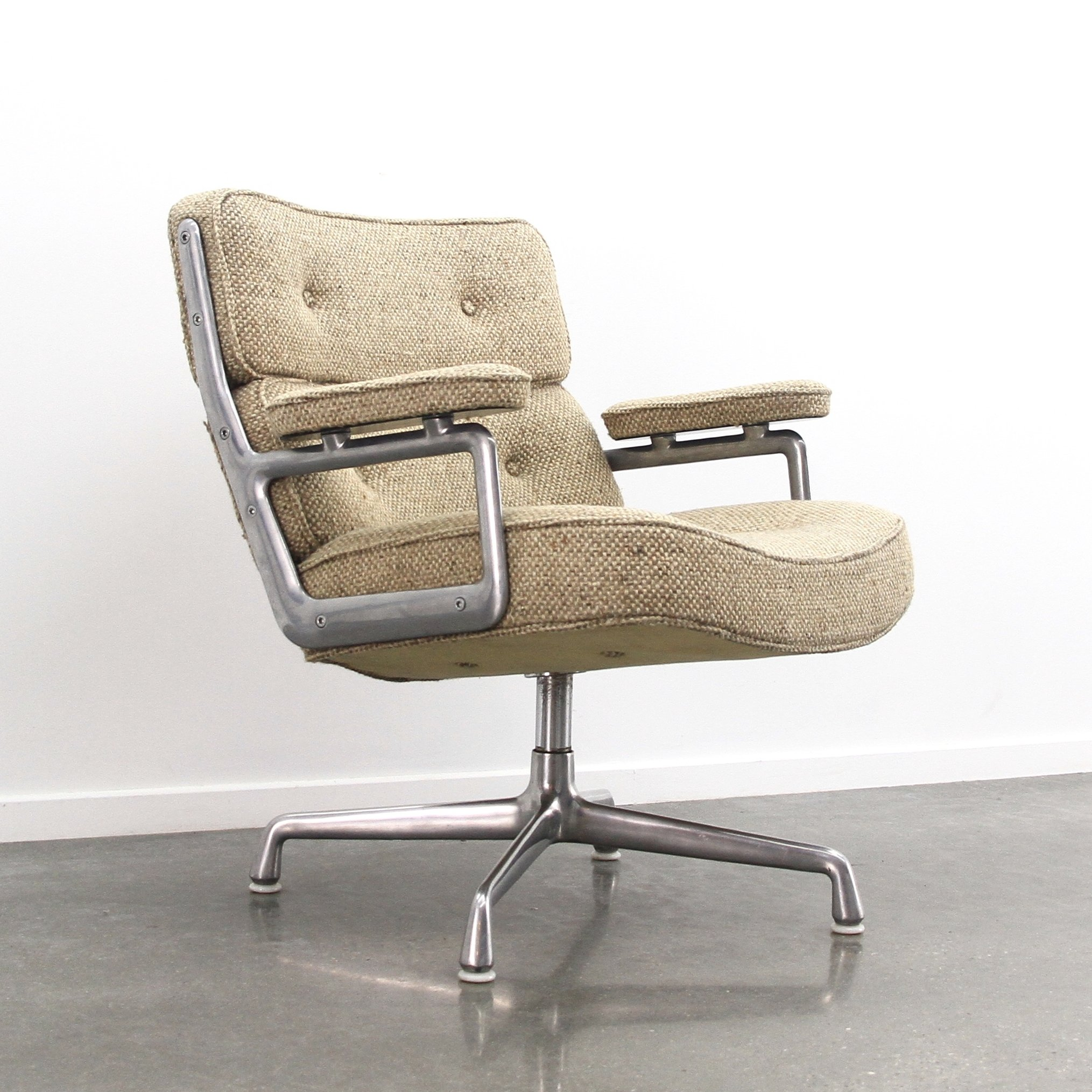 Rare fabric 39 time life 39 lobby chair by charles ray eames for Eames mobilier
