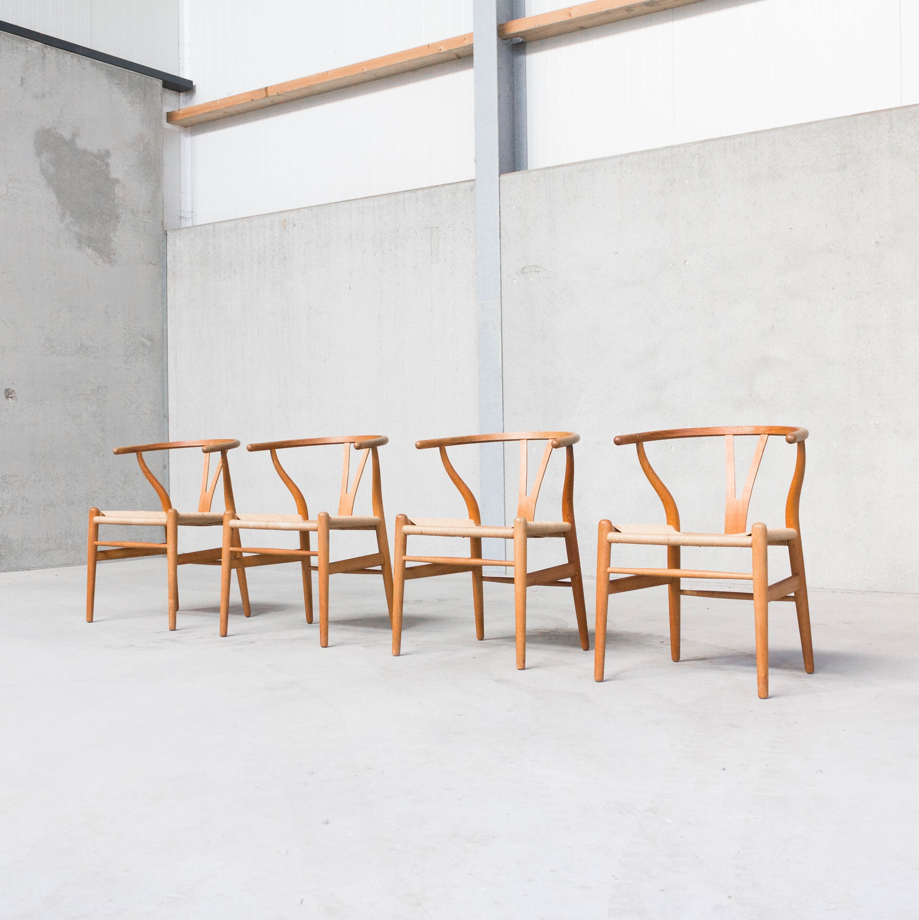 ch24 wishbone chairs by hans j wegner for carl hansen son 78188. Black Bedroom Furniture Sets. Home Design Ideas