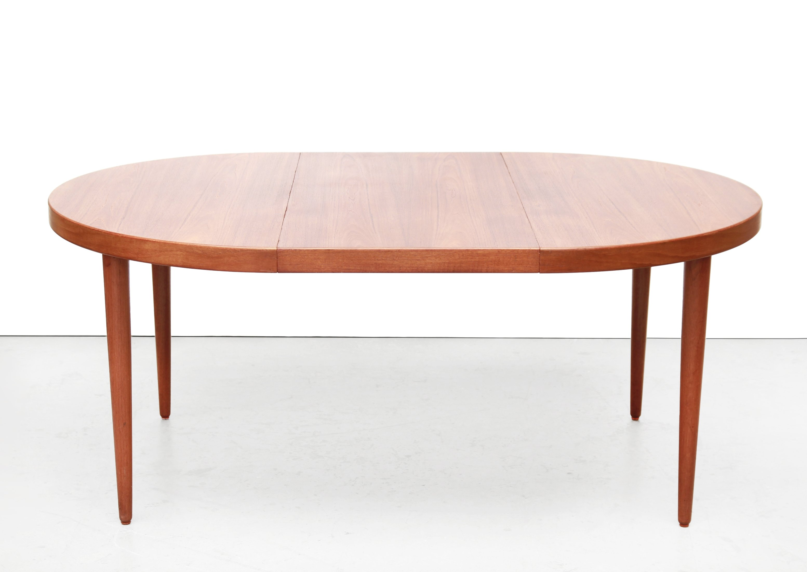 Round Extendable Dining Room Table