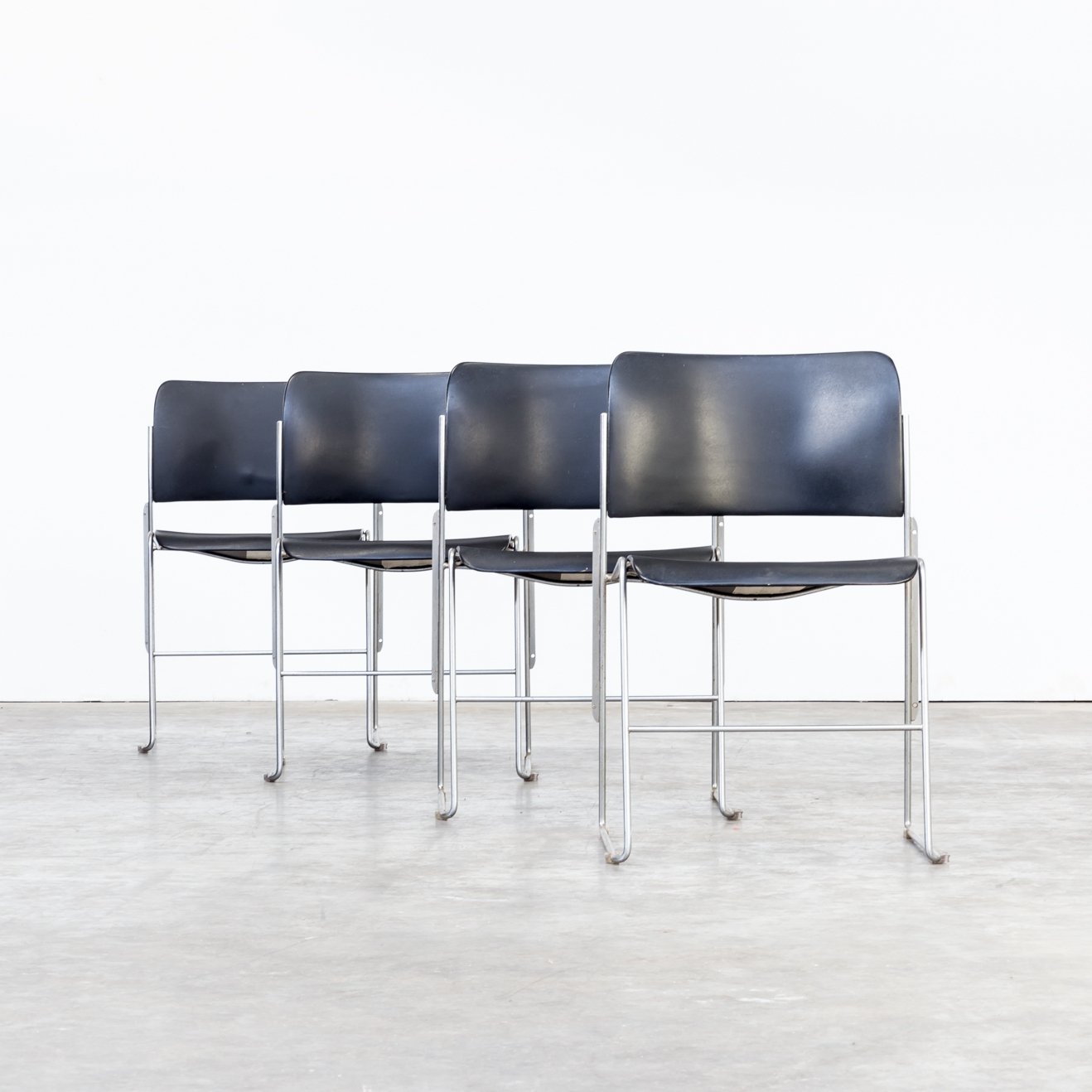 Set Of 4 David Rowland 40 4 Stacking Chairs Made Of Metal For Ofs Office Furniture Systems