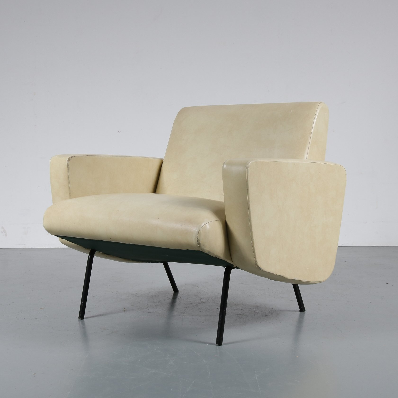 Merveilleux 1950s French Lounge Chair By Joseph André Motte