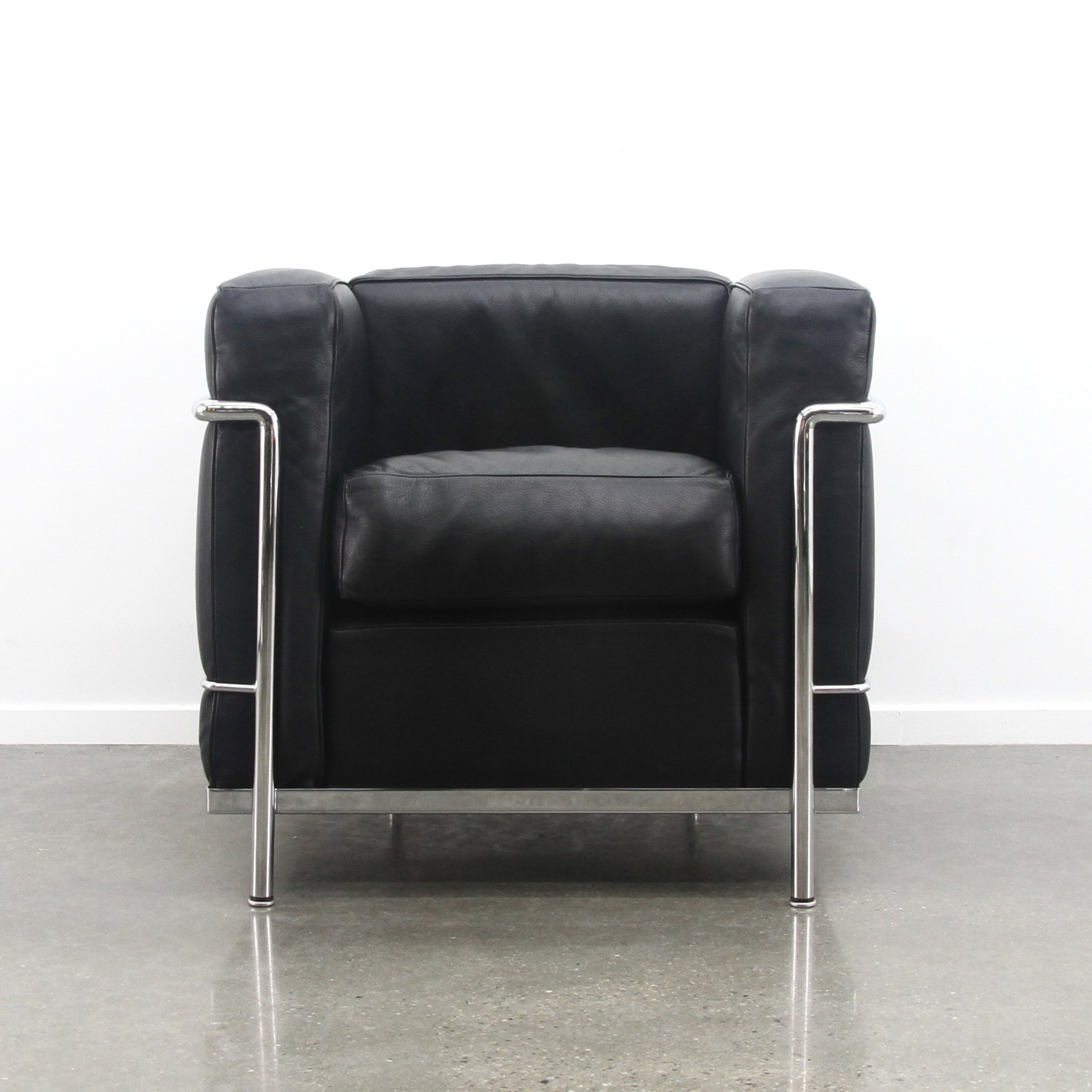 LC2 arm chair by Le Corbusier & Charlotte Perriand for Cassina ...