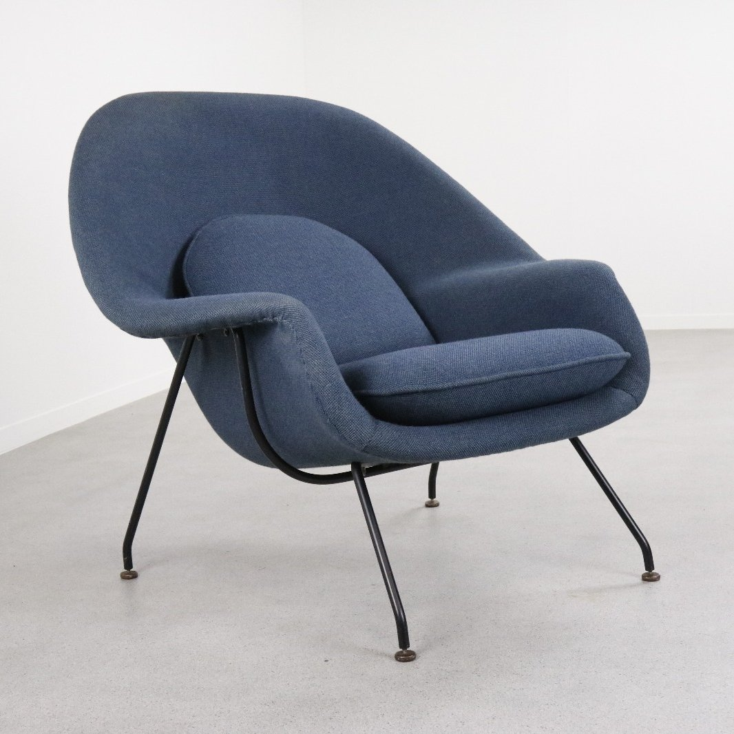 Early production Womb chair by Eero Saarinen for Knoll International 1950s & Early production Womb chair by Eero Saarinen for Knoll International ...