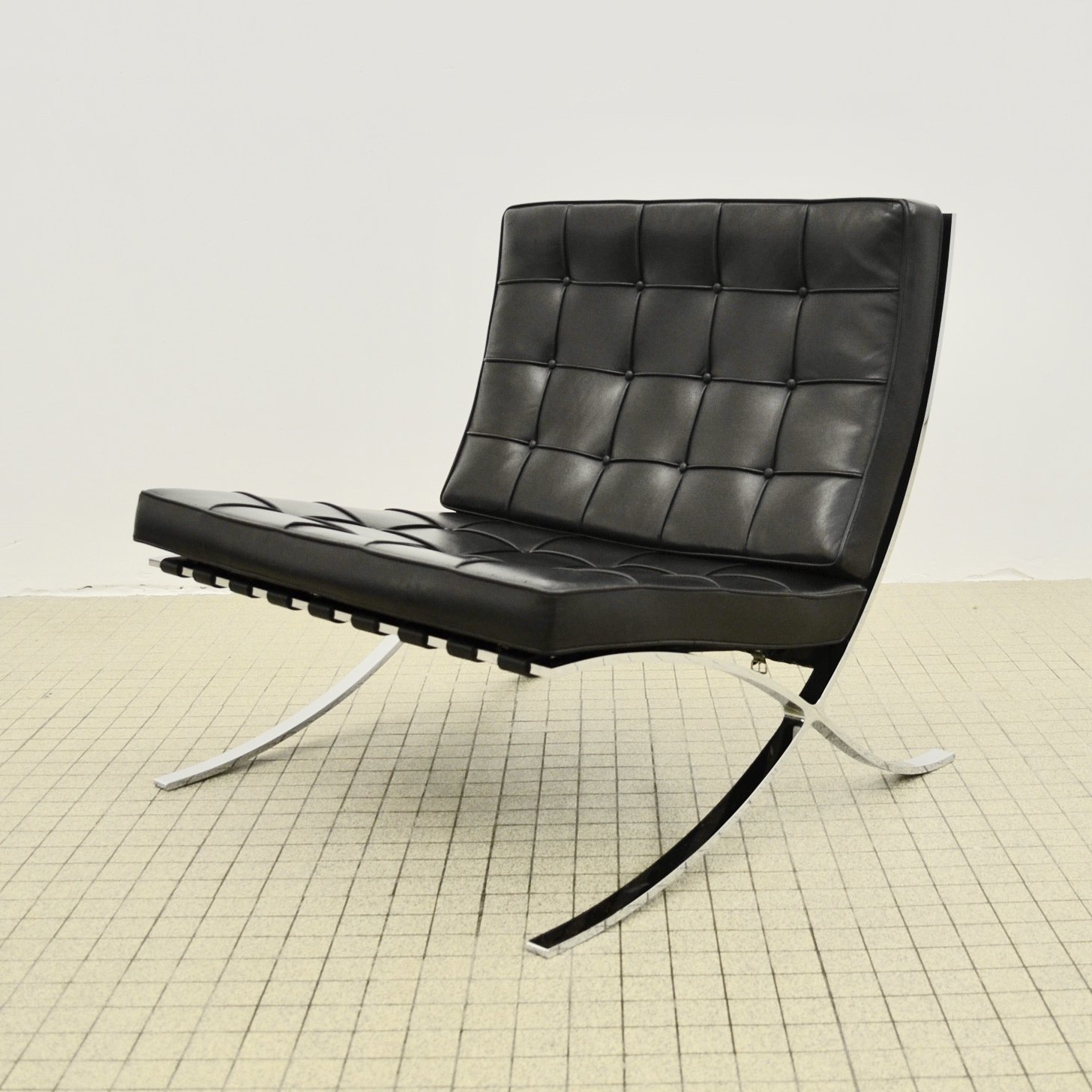 Vintage Knoll Barcelona Lounge Chair By Ludwig Mies Van Der Rohe