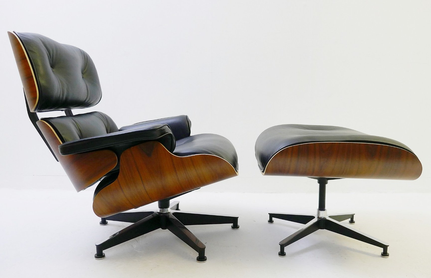 lounge chair ottoman by charles ray eames for herman miller 93179. Black Bedroom Furniture Sets. Home Design Ideas