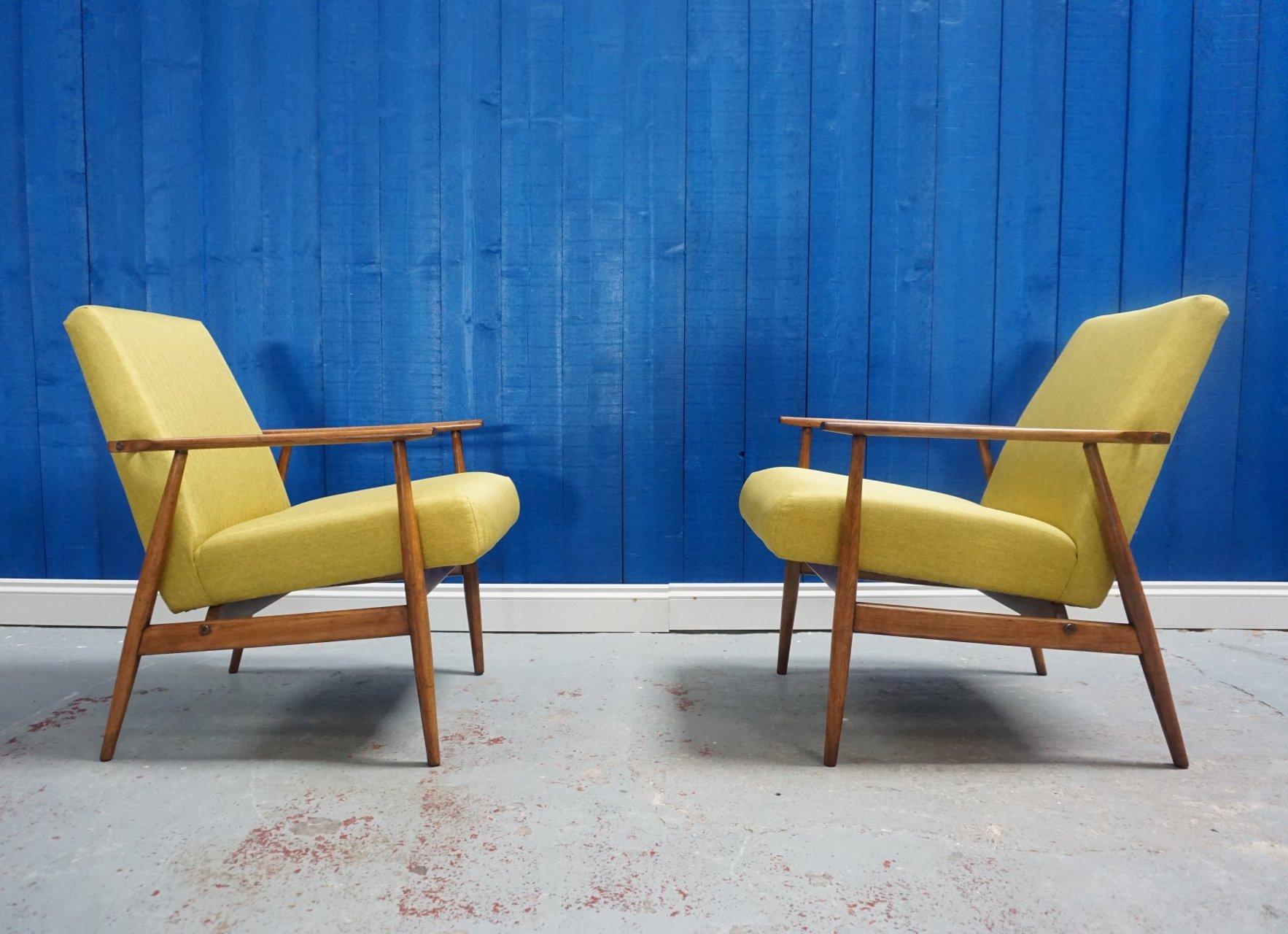 Strange Pair Of Mid Century Modern H Lis Lounge Chairs In Green Dailytribune Chair Design For Home Dailytribuneorg