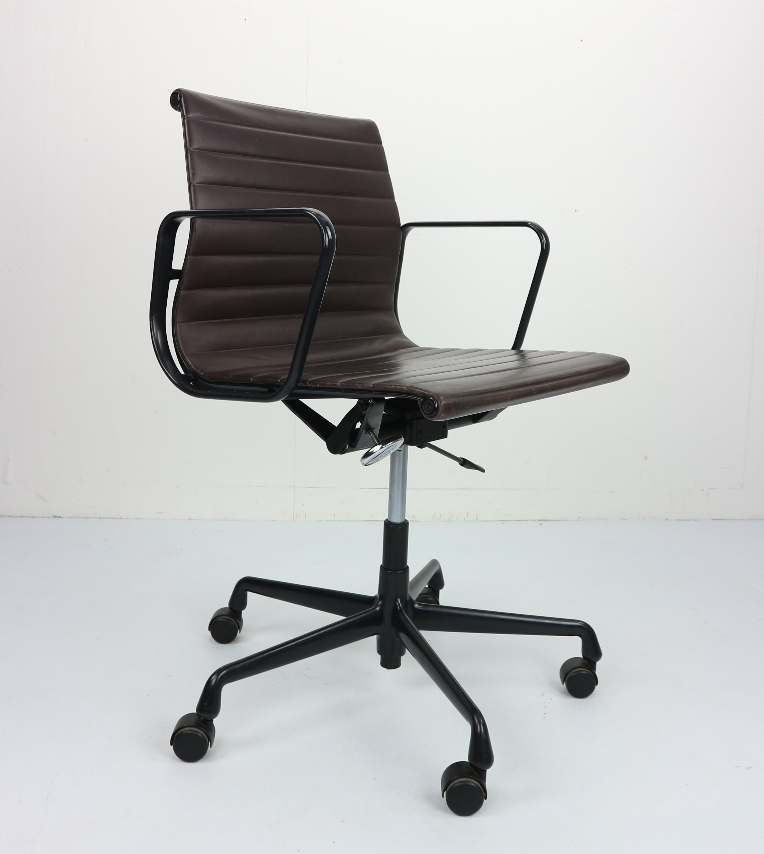 Vintage Ea 117 Office Chair In Leather