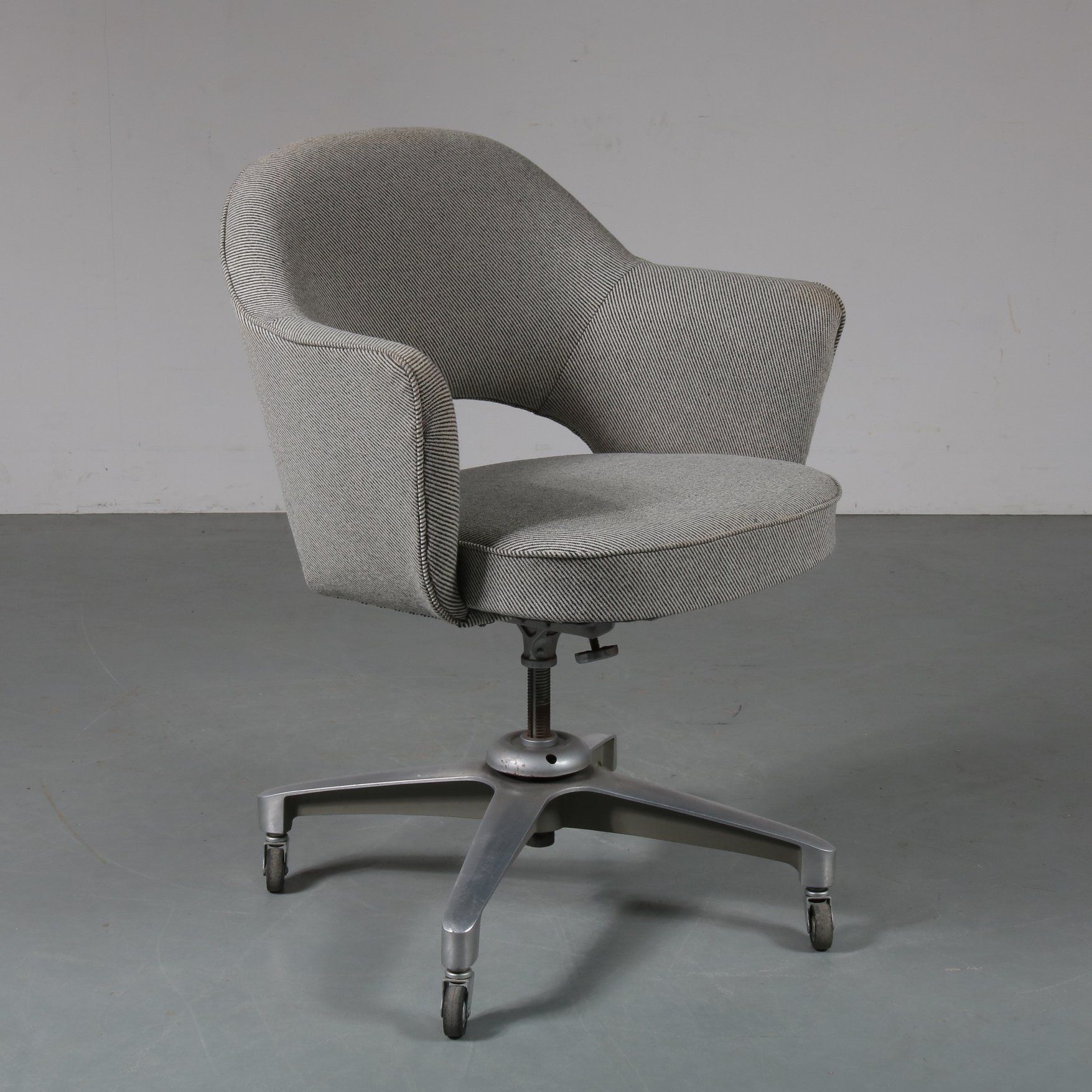 Desk chair by Eero Saarinen for Knoll International, 42s