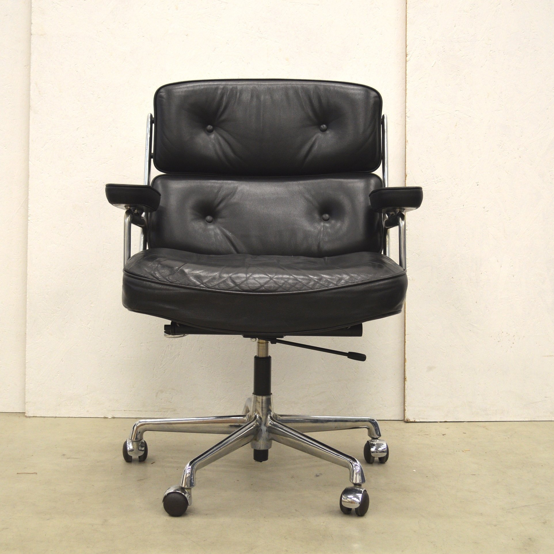 Es104 Office Chair By Charles Amp Ray Eames For Herman