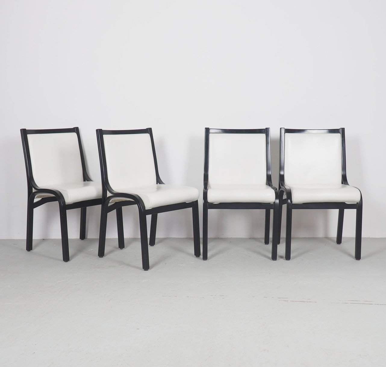 Poltrona Frau Cavour.Vintage Cavour White Leather Dining Chairs By Giotto
