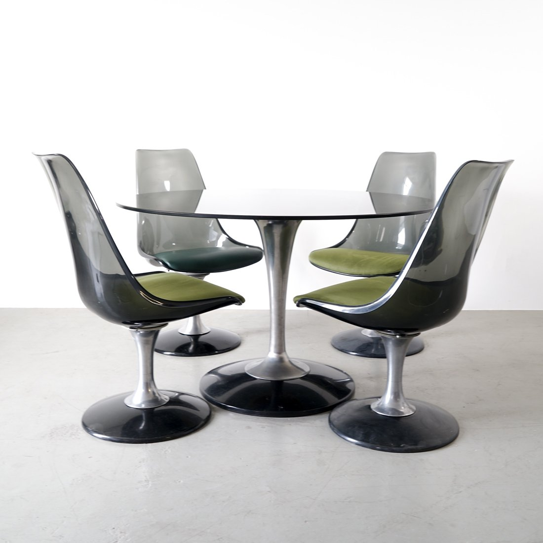 Mid-century Chromcraft set consisting of glass table with 4 tulip chairs | #99906  sc 1 st  VNTG & Mid-century Chromcraft set consisting of glass table with 4 tulip ...