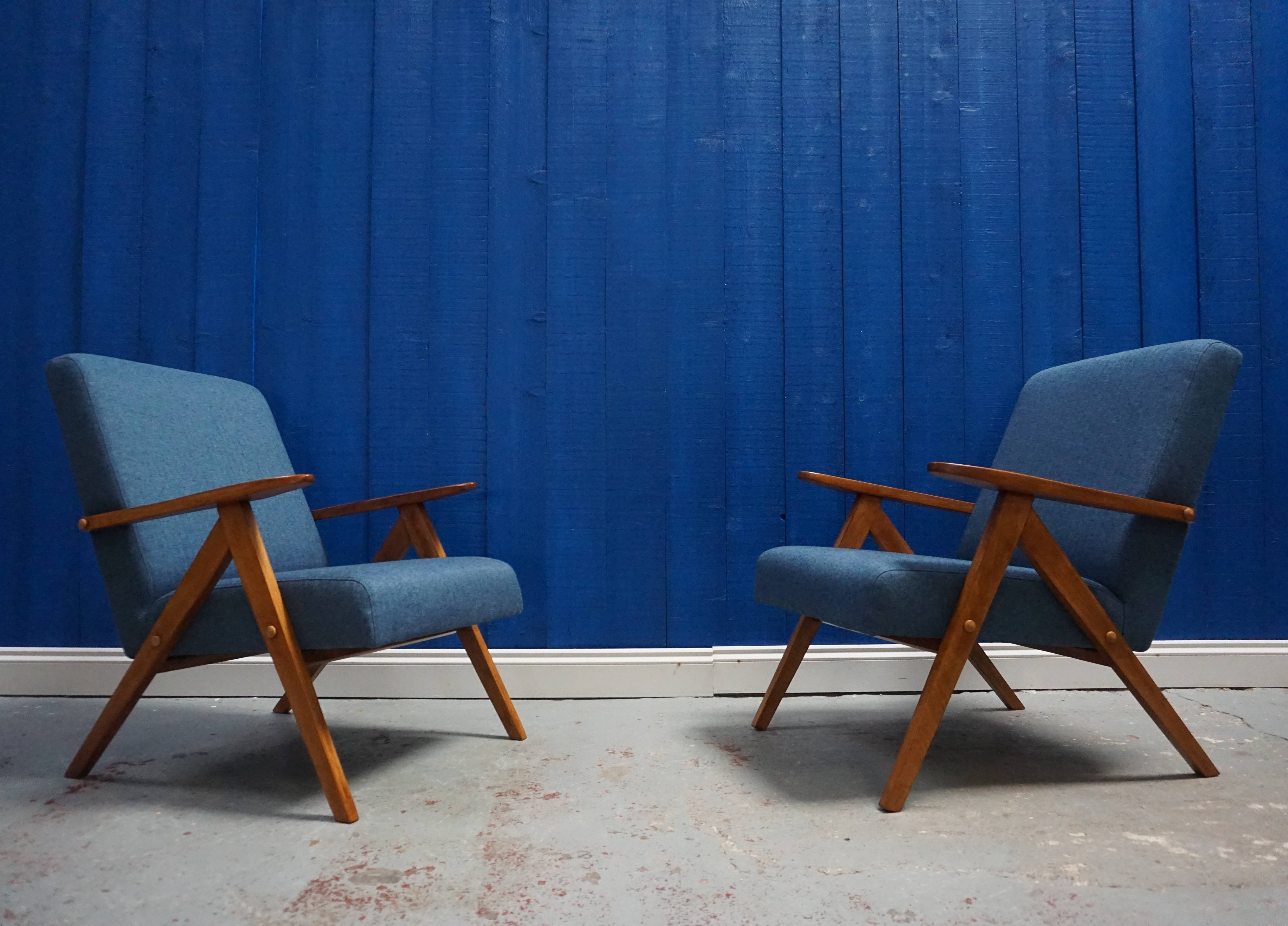 Picture of: Pair Of Mid Century Modern Armchairs In Blue Tweed 1960 S 101169