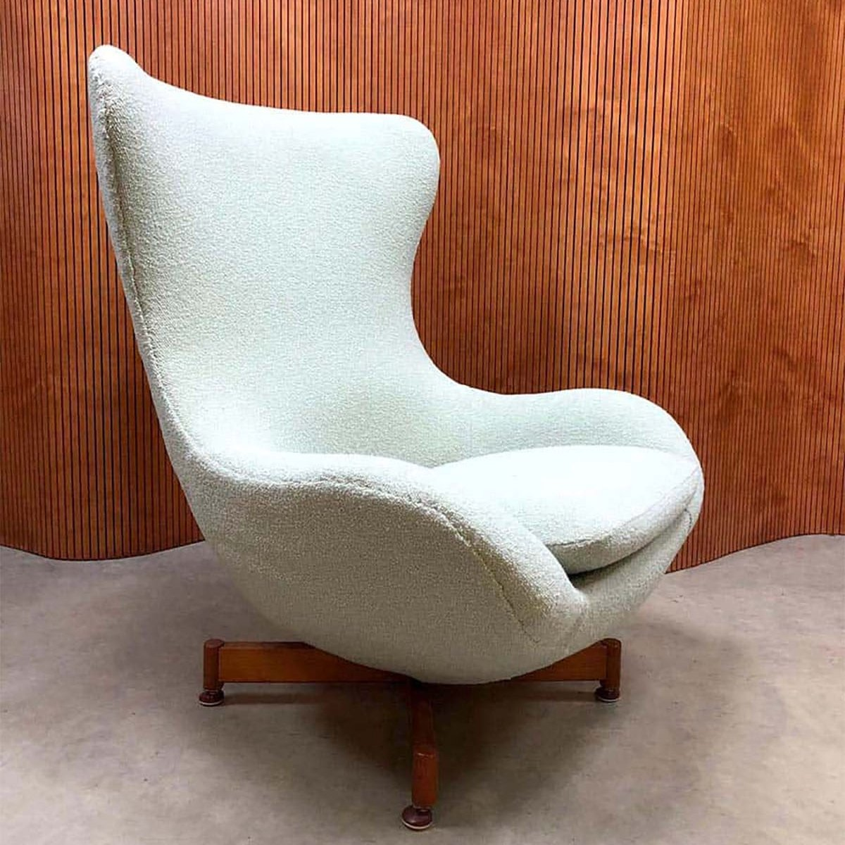 Miraculous Vintage Design Wingback Swivel Egg Chair Cjindustries Chair Design For Home Cjindustriesco