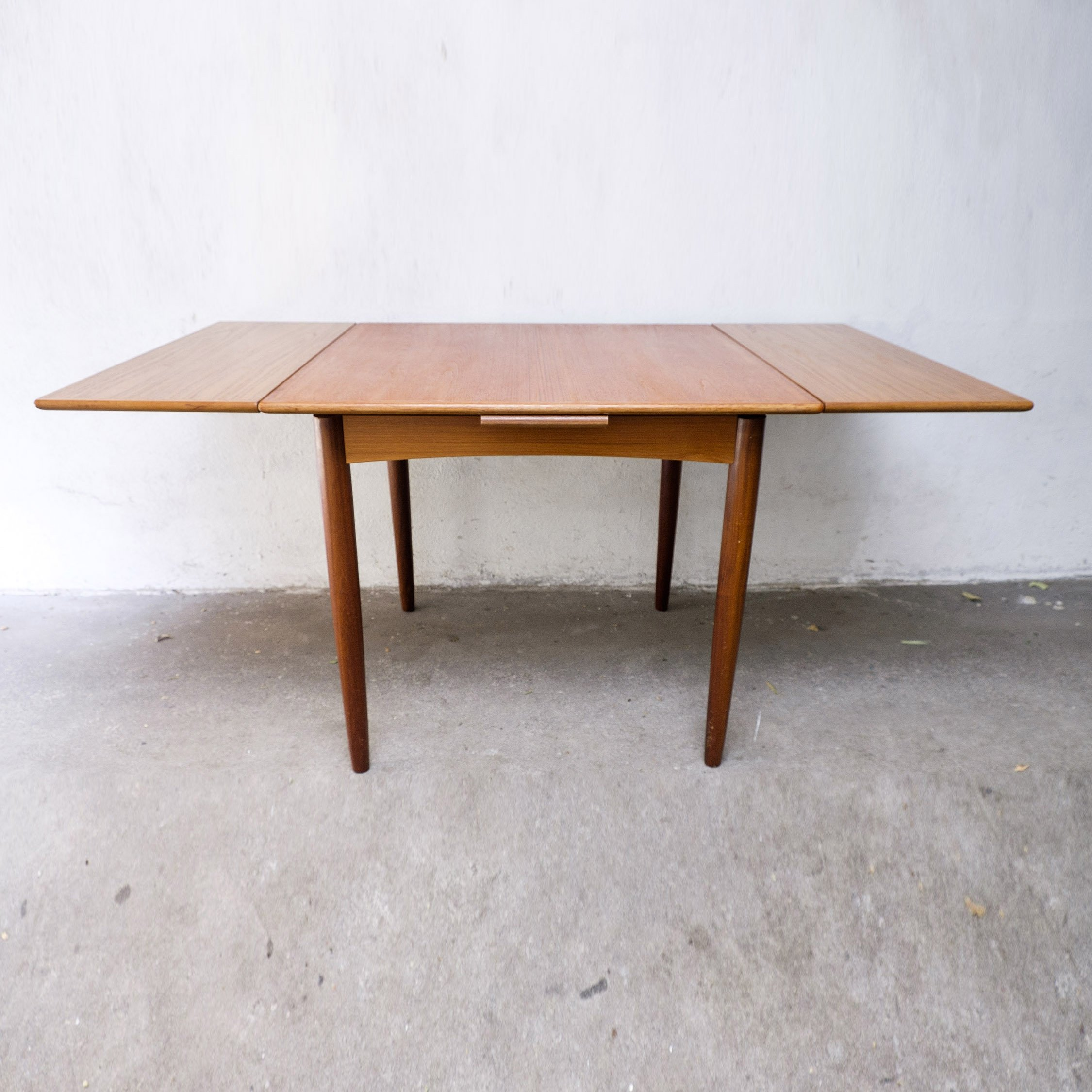 Small Extendable Dining Table 1960s 103636