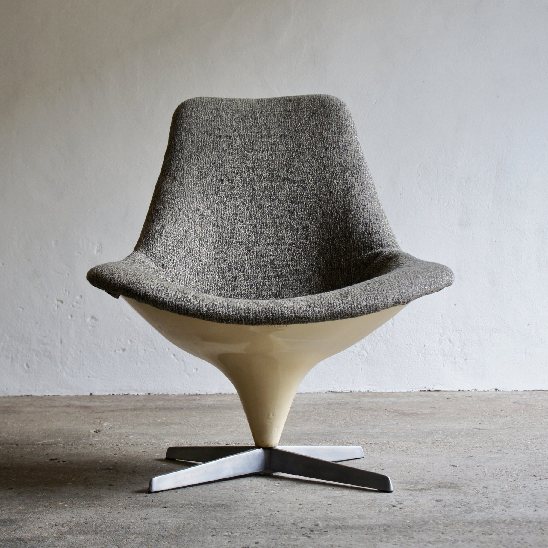 Remarkable 1960S Lurashell Swivel Egg Chair Gmtry Best Dining Table And Chair Ideas Images Gmtryco