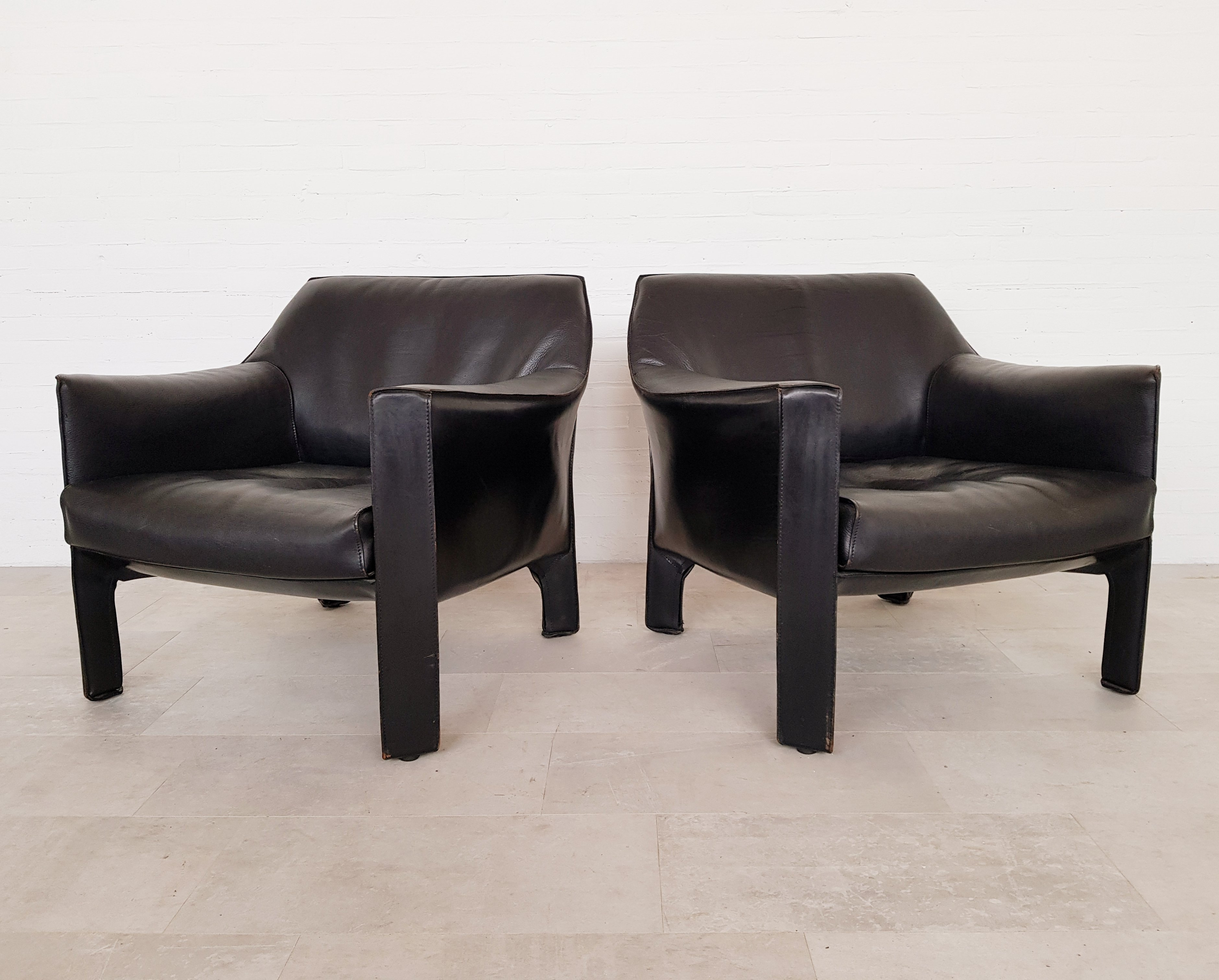 Terrific Cassina Cab 415 Black Leather Lounge Chairs By Mario Bellini Pabps2019 Chair Design Images Pabps2019Com