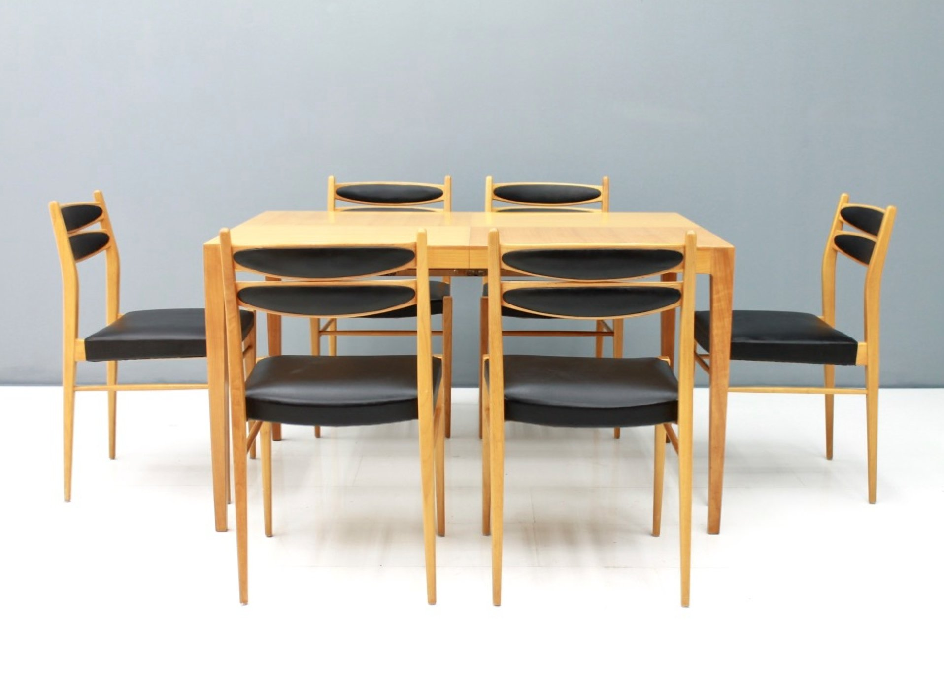 Dining Room Set In Cherry Wood Black, Cherry Wood Dining Room Set