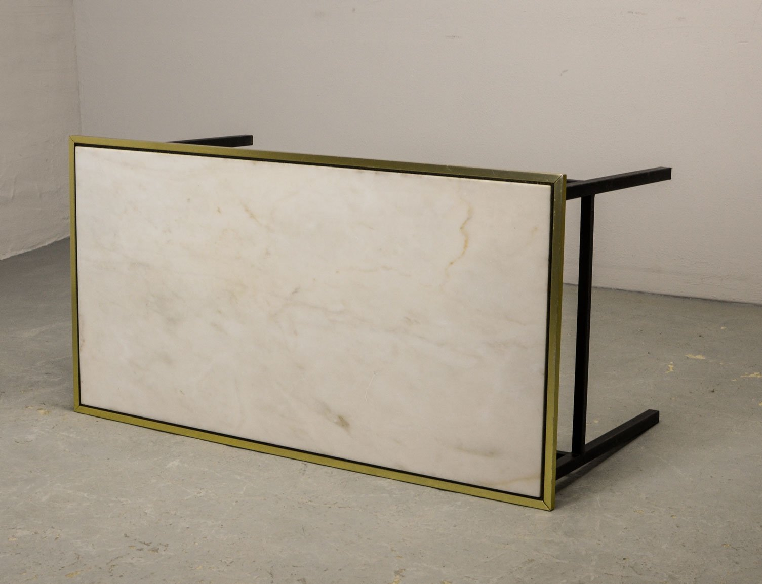 - Mid-Century Design Coffee Table With White Marble Top & Brass Rim
