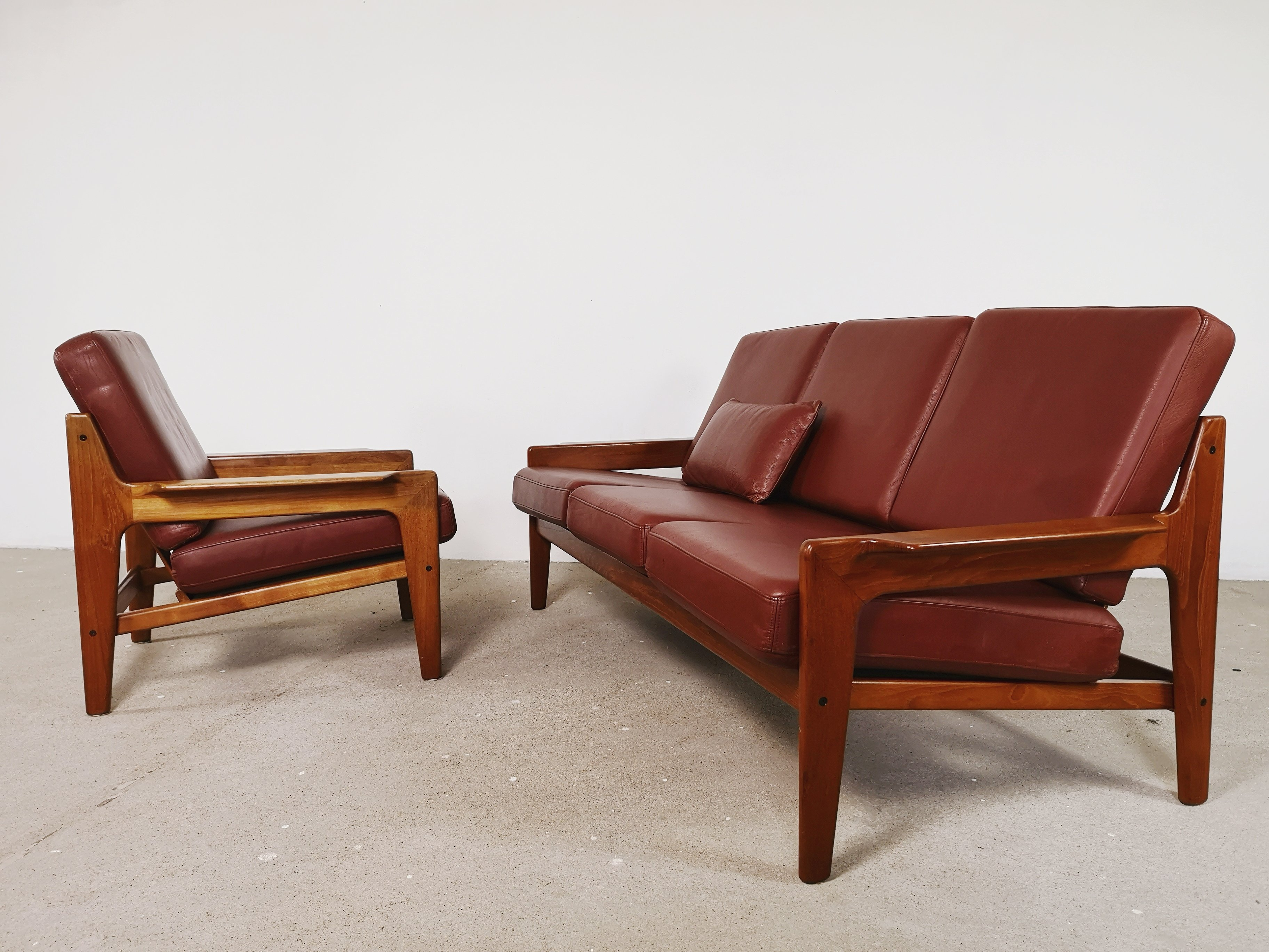 Outstanding Redbrown Leather Sofa Chair By Arne Wahl Iversen Creativecarmelina Interior Chair Design Creativecarmelinacom