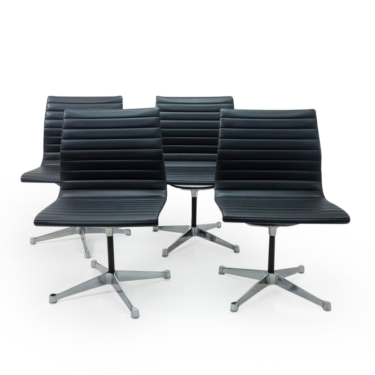 Image of: Set Of 4 Vintage Eames Ea105 Chairs By Herman Miller 110097