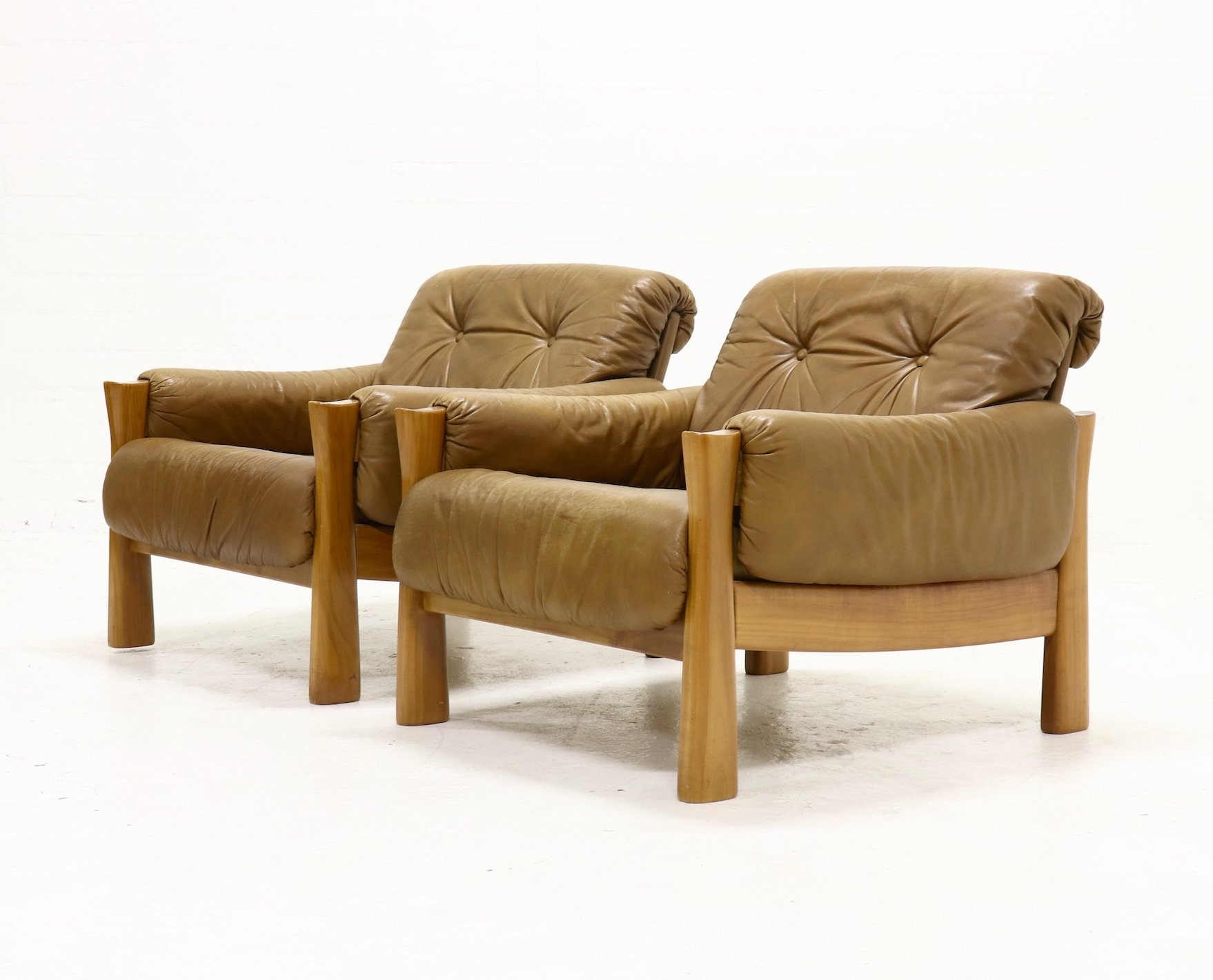 set of 2 mid century armchairs in leather 1960s