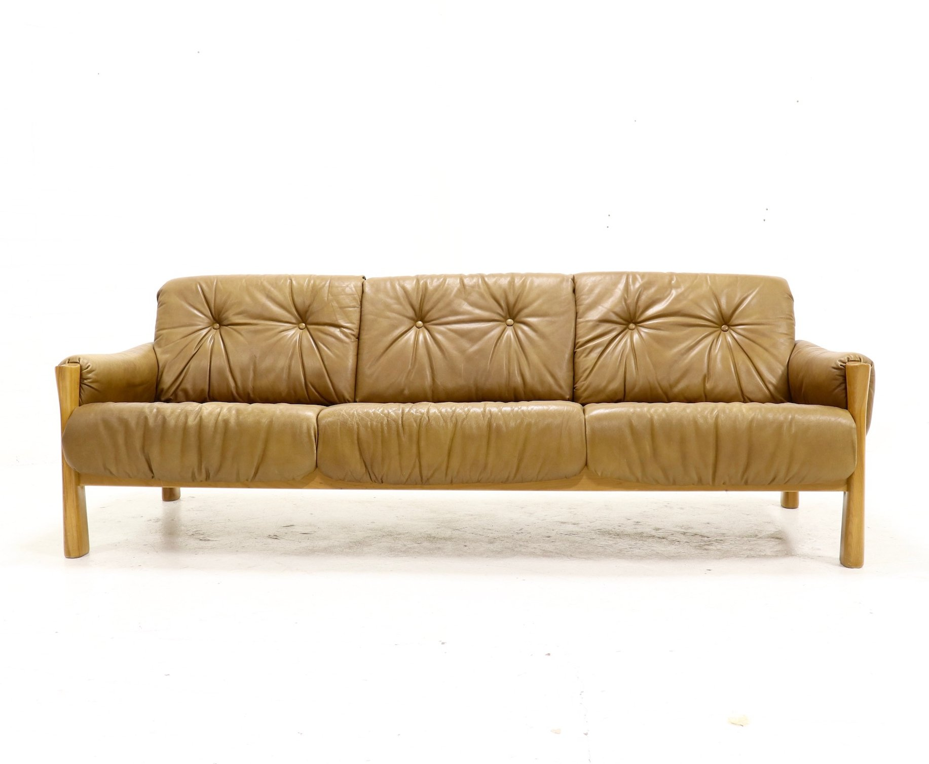 Mid Century Sofa In Tufted Leather Wood 1960s