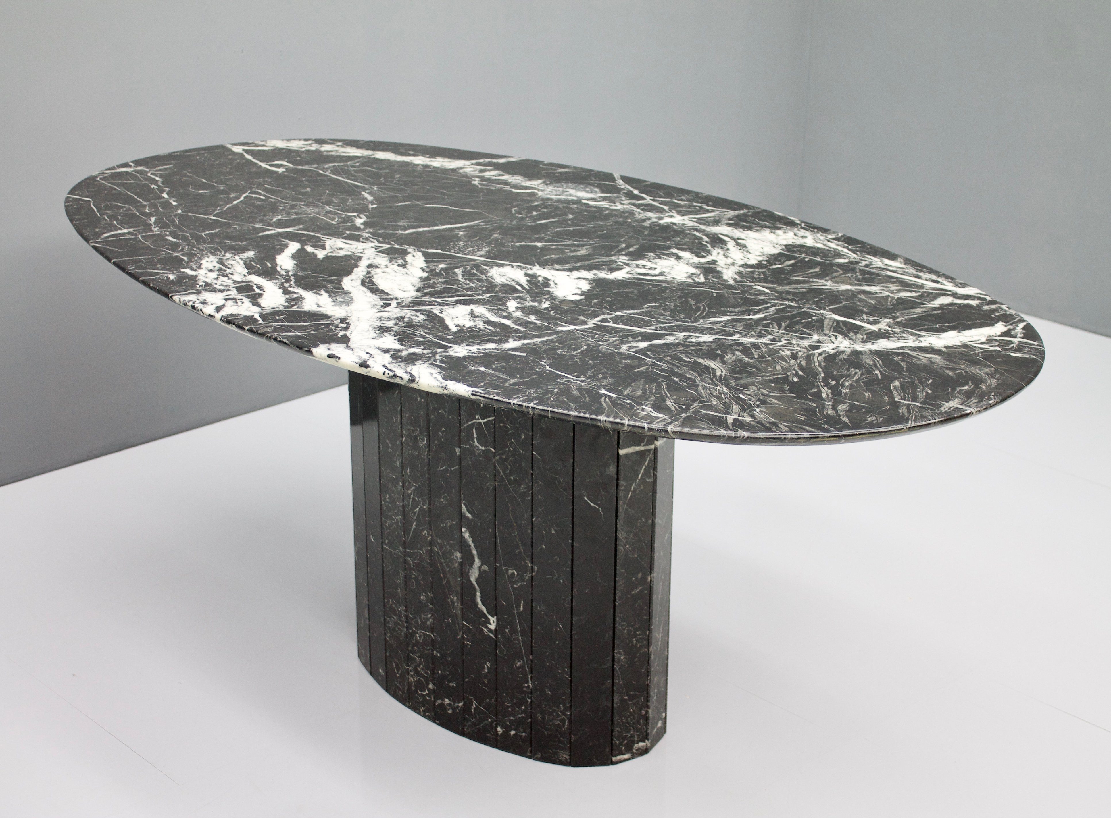 Black Oval Marble Dining Table 1970s 110844
