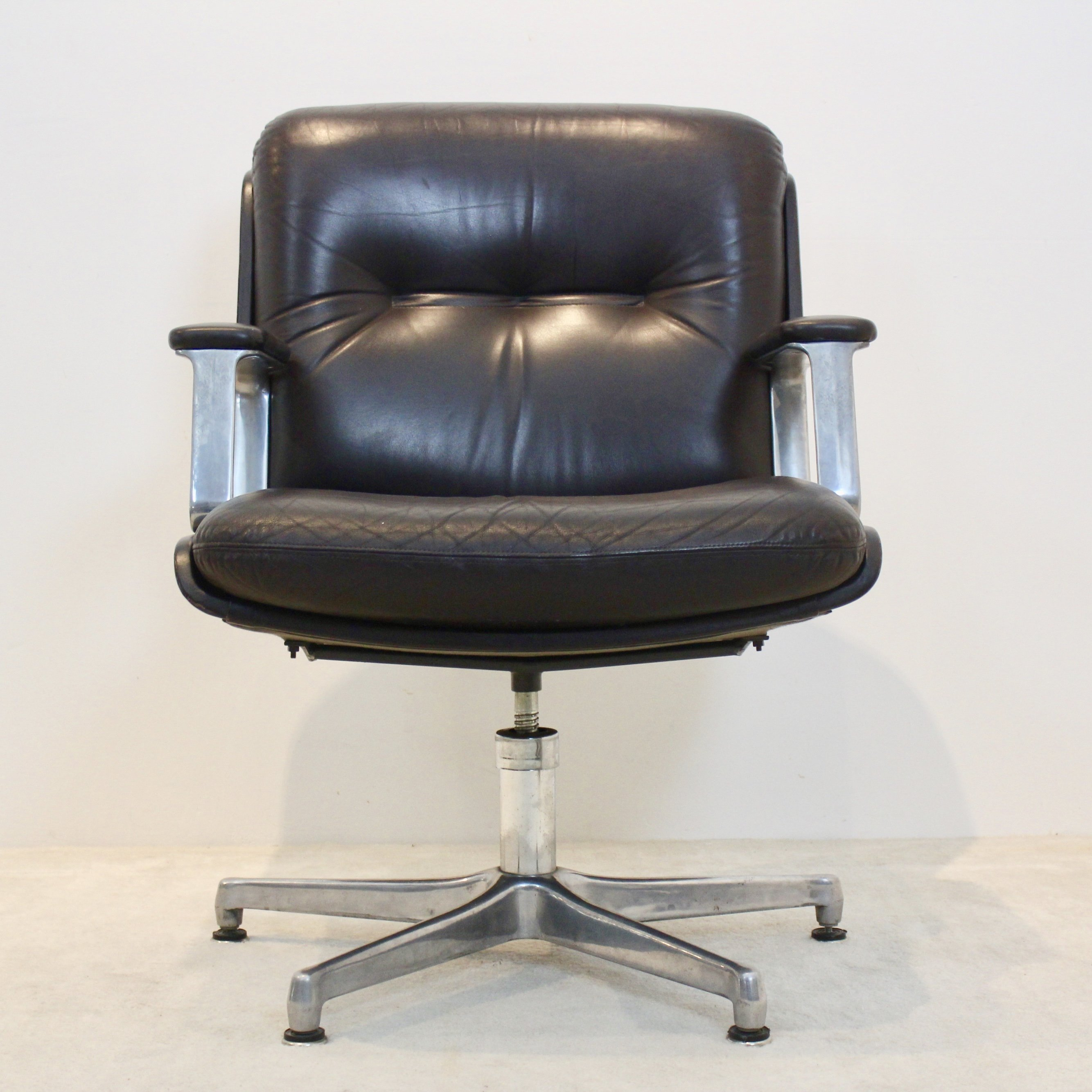 Vaghi Executive Leather Swivel Chair Italy
