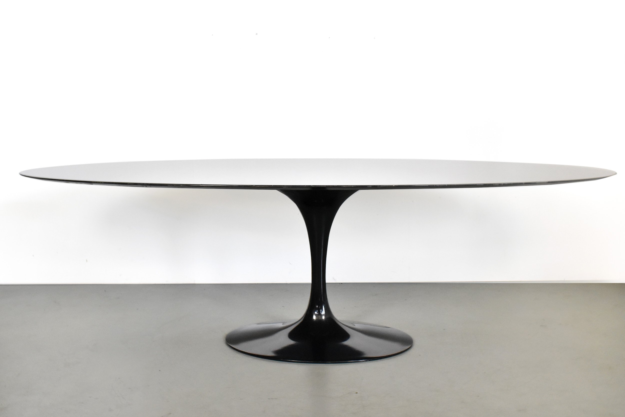 Picture of: Big Black Marble Oval Tulip Table By Eero Saarinen For Knoll 1990s 114030