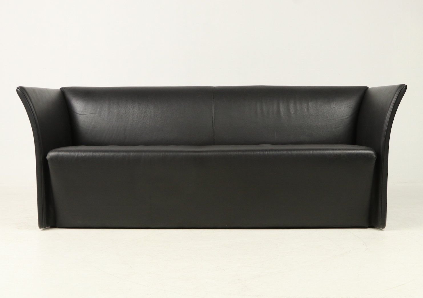 Modern design 3-seater sofa in black leather