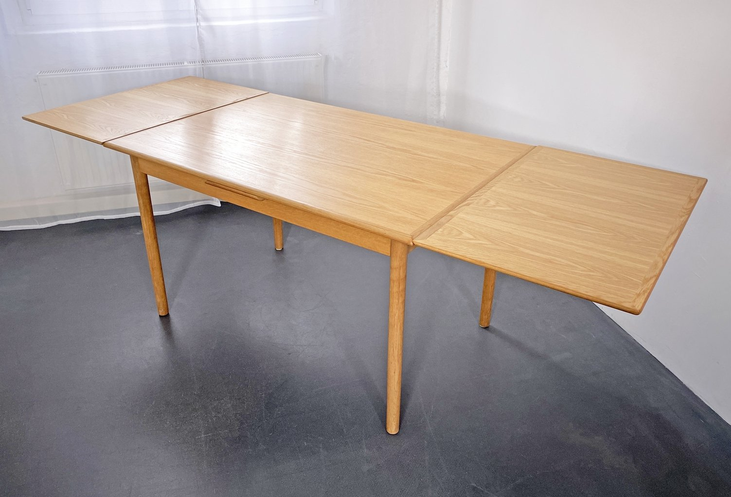 Extendable Dining Room Table By Hs