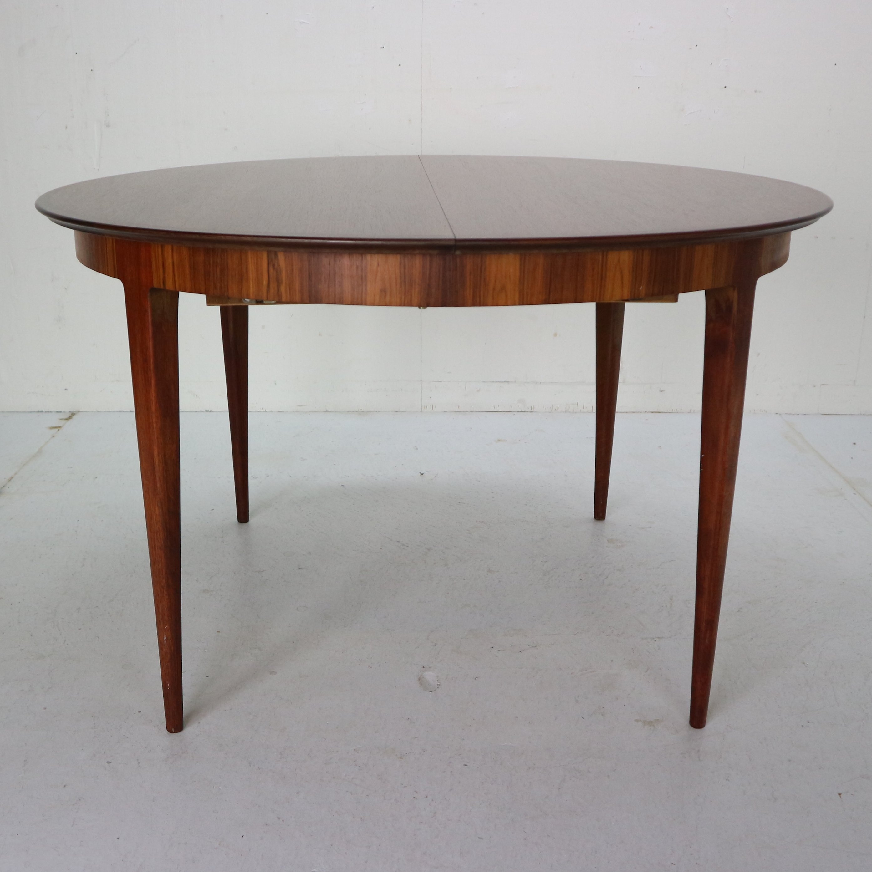 Scandinavian Modern Extendable Oval
