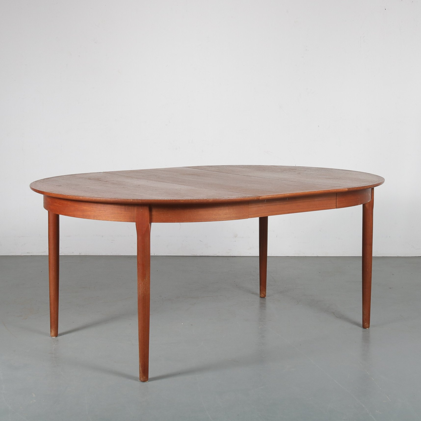 Round Extendable Dining Table By A R Denmark 1950s 126989