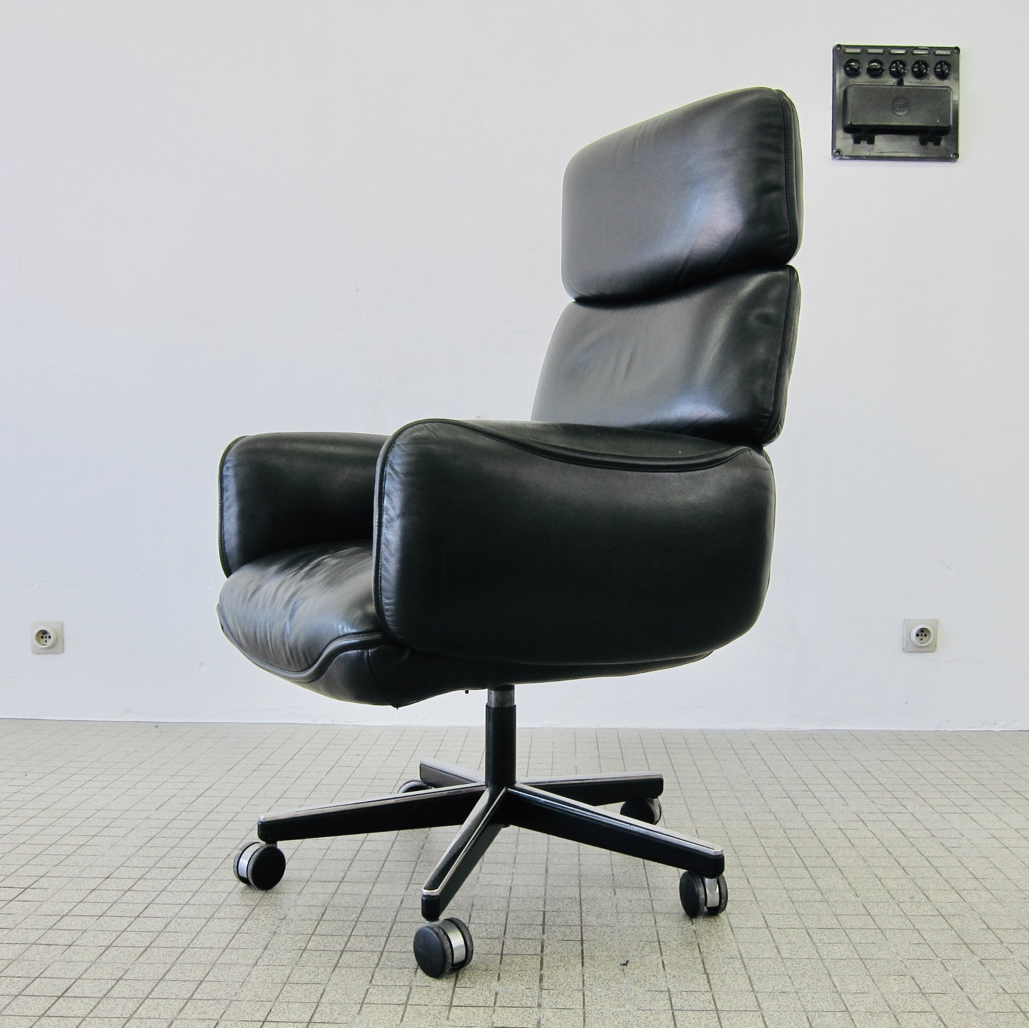 Knoll International Black Leather Executive Desk Chair By Otto Zapf 1970s 128477