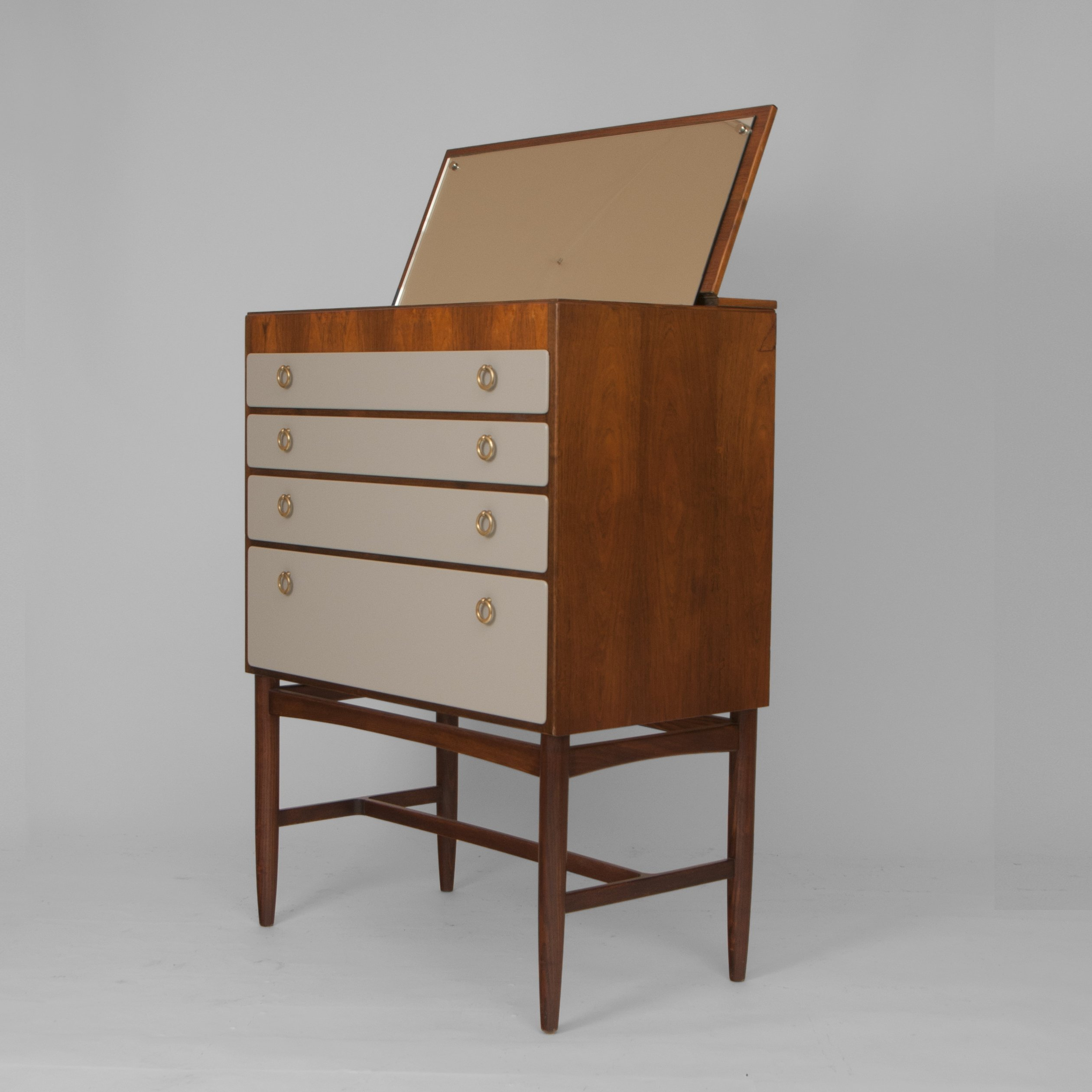 Chest Of Drawers With Mirror Enclosed
