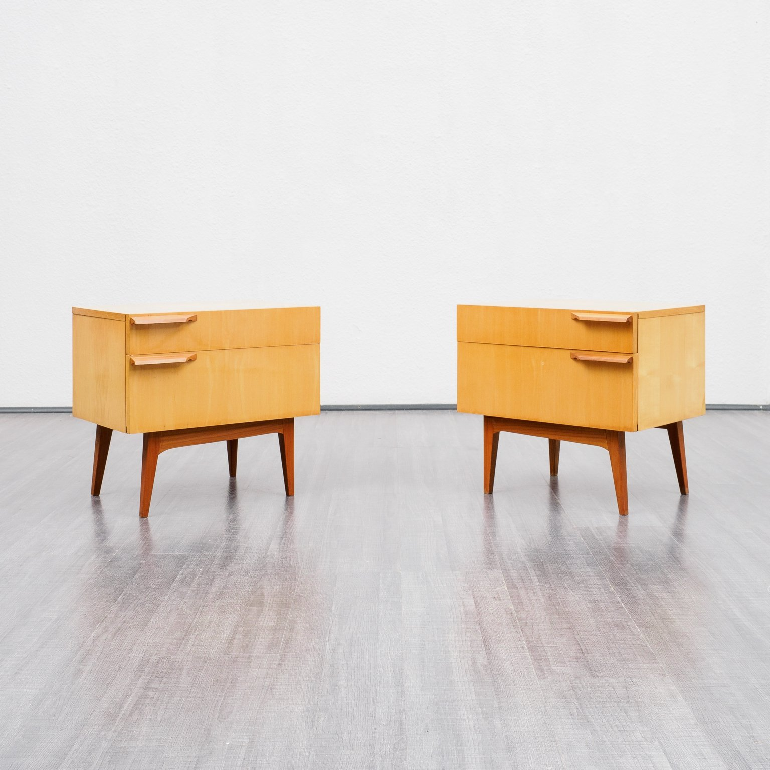 Picture of: Pair Of Mid Century Bedside Tables In Birchwood 1950s 129925