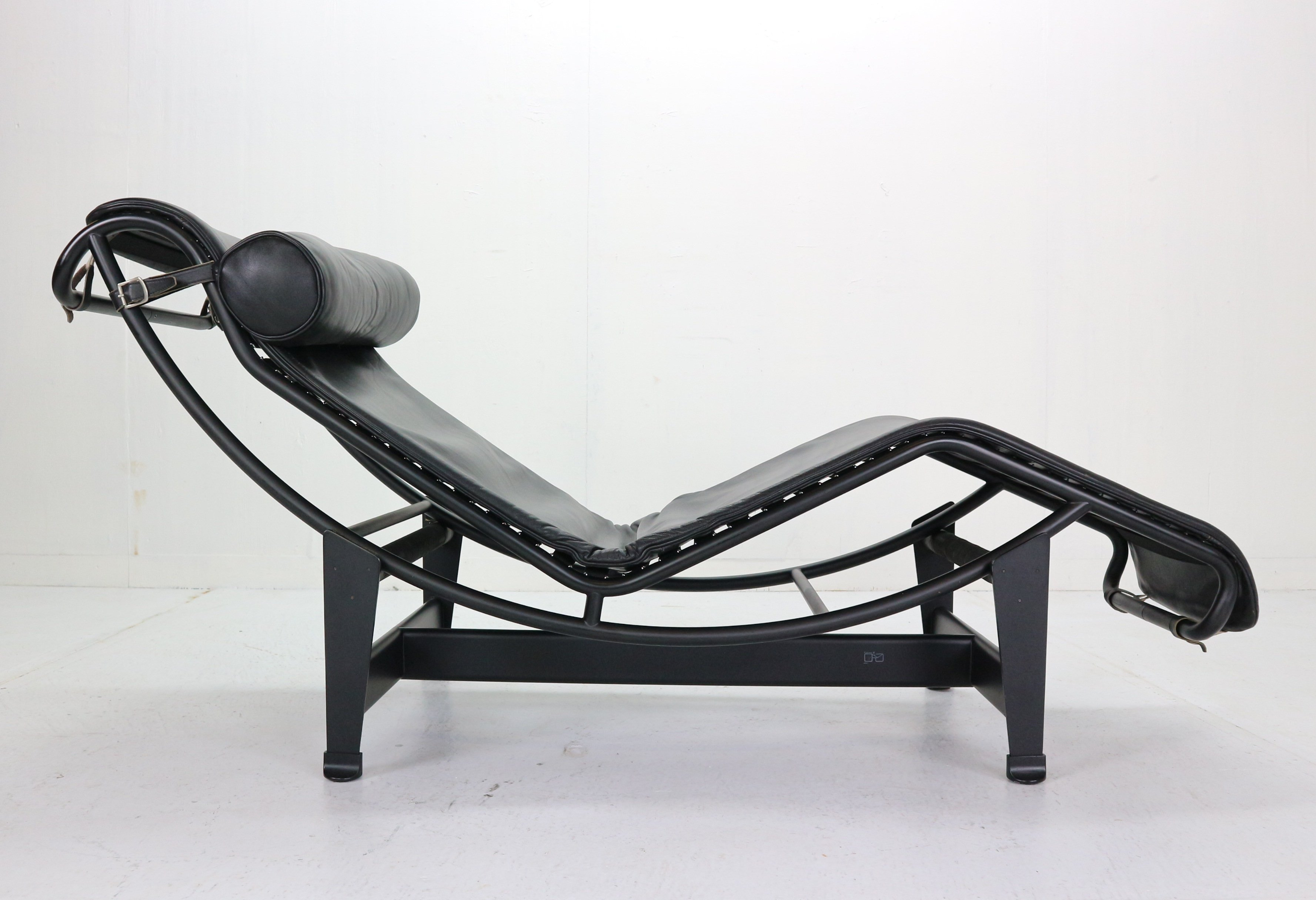 Le Corbusier Lc4 Black On Black Chaise Lounge Chair By Cassina 1970 138684