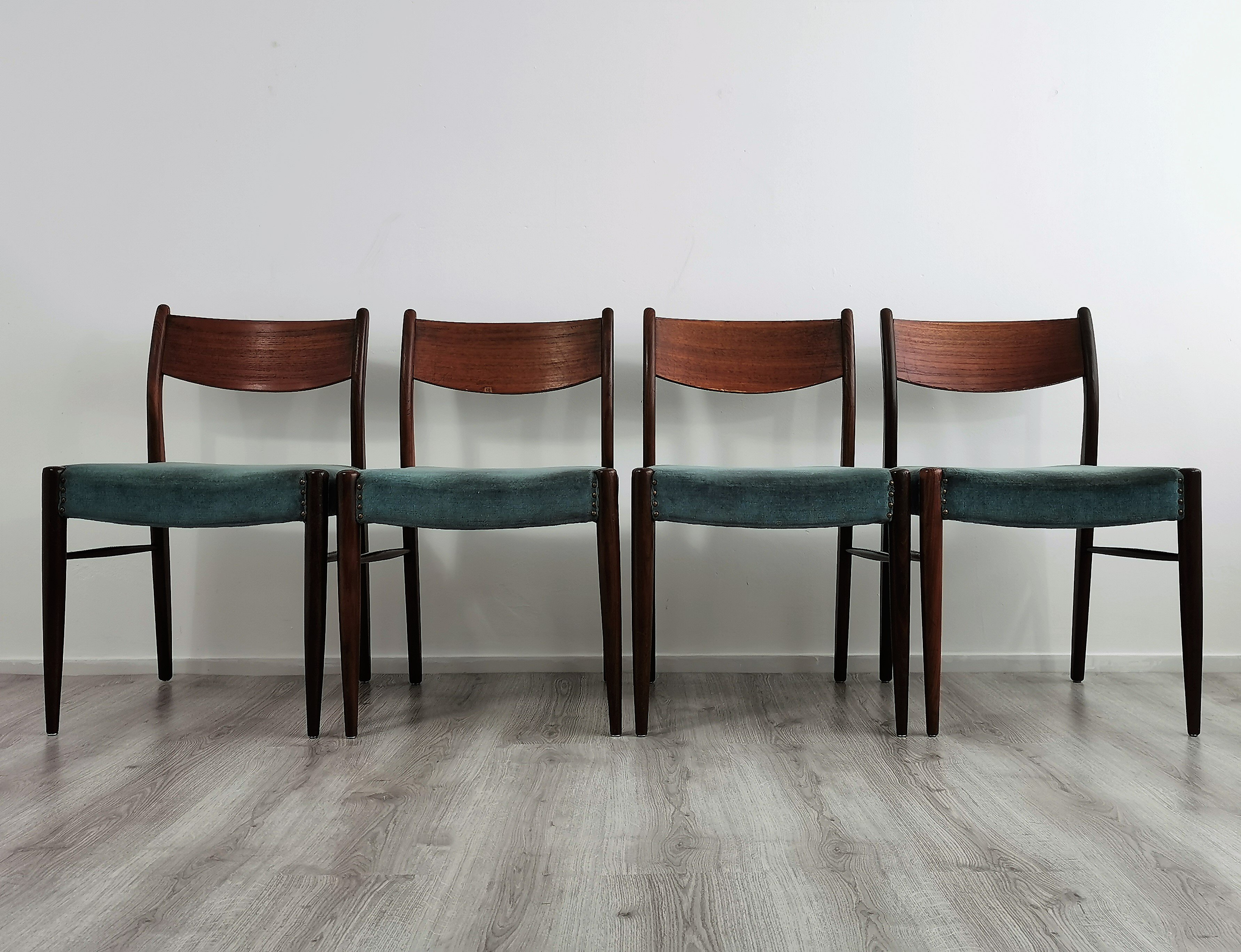 Picture of: Set Of 4 Mid Century Modern Teak Dining Chairs 1960s 140707