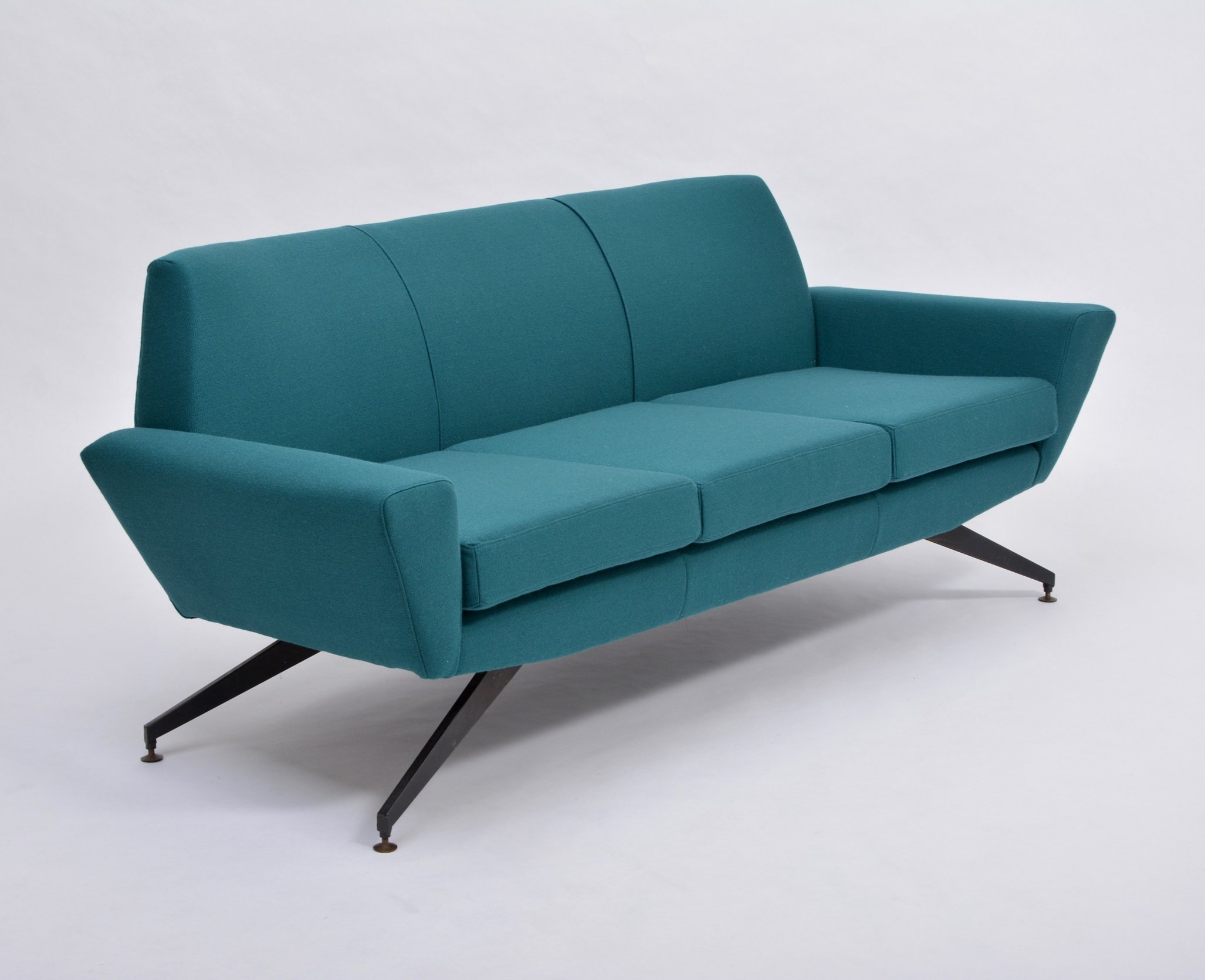 Picture of: Italian Mid Century Modern Sofa With Metal Base By Lenzi 1950s 143062