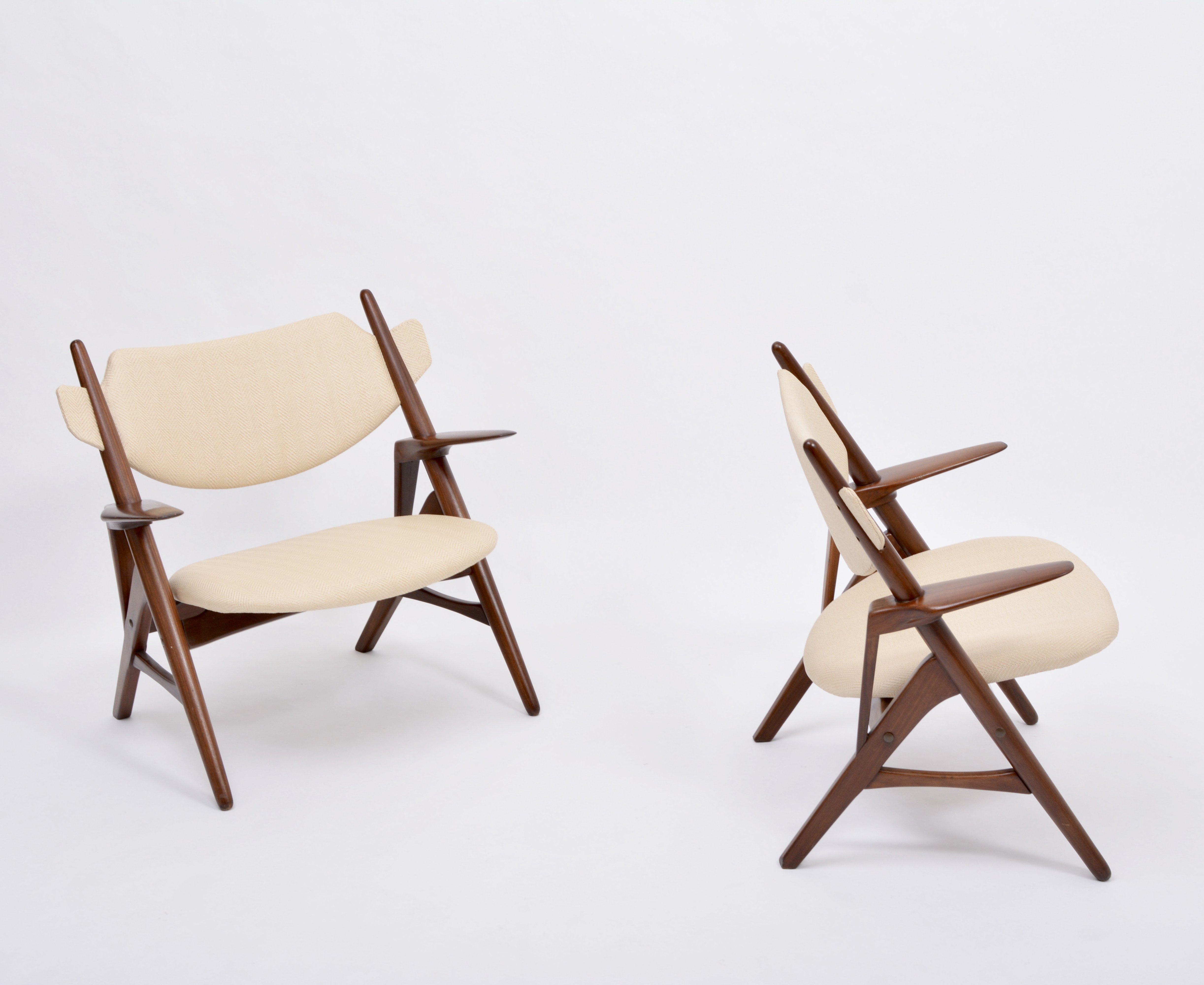 Pair of Mid Century Modern chairs, 9s   9