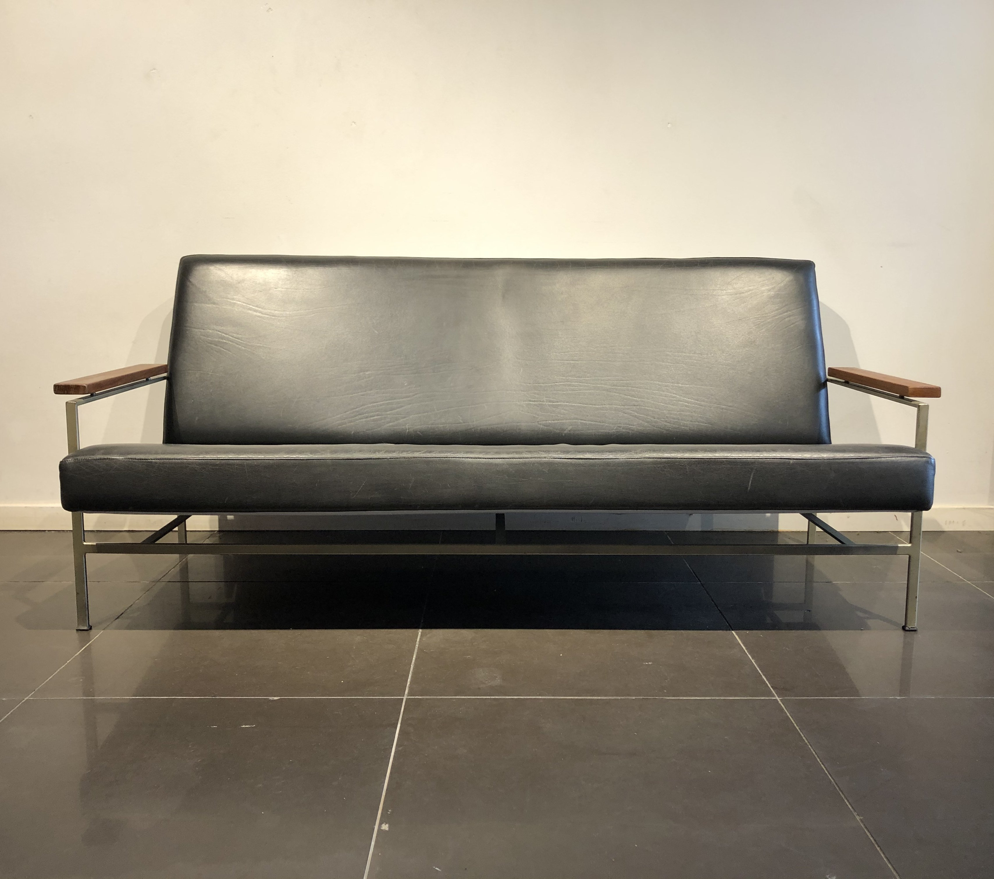 Picture of: Modernist Black Leather Sofa By Rob Parry For Gelderland 1960s 140208